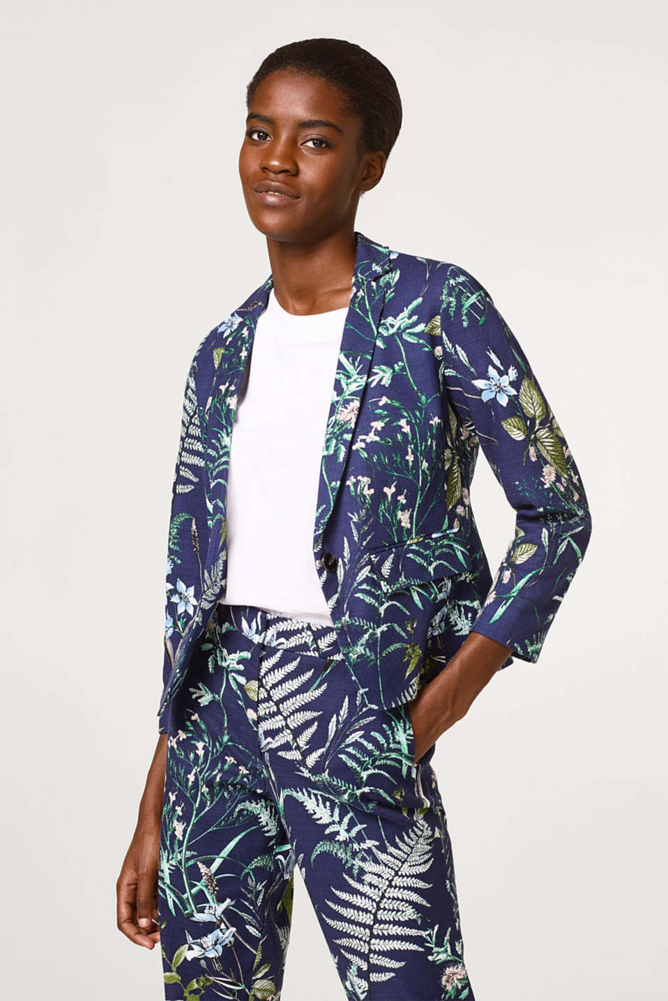 Esprit - Cropped blazer made of cotton with a botanical print