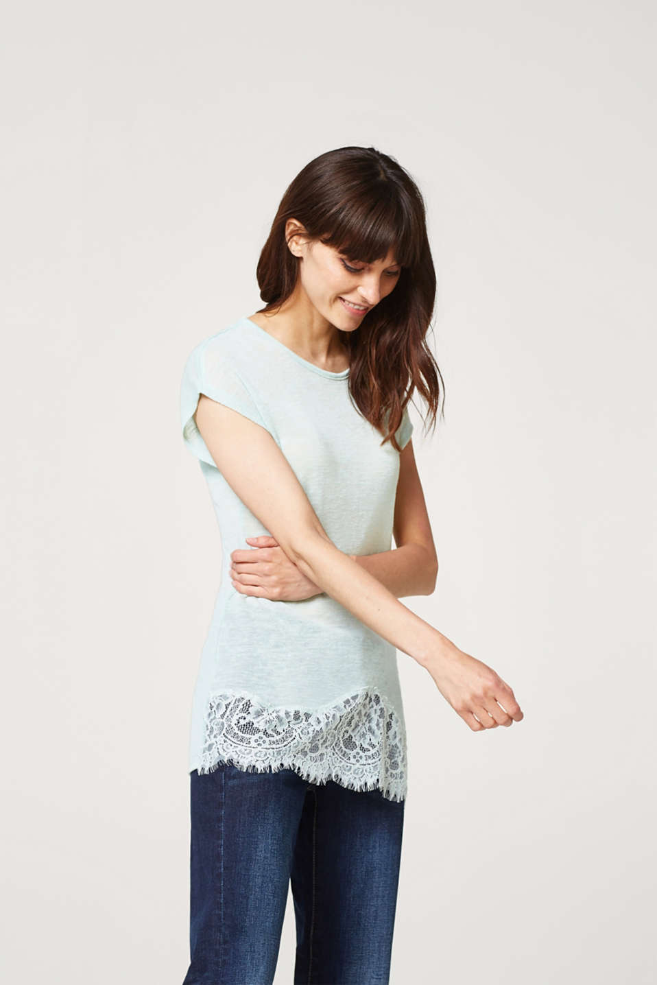 Loose top with linen and a lace hem