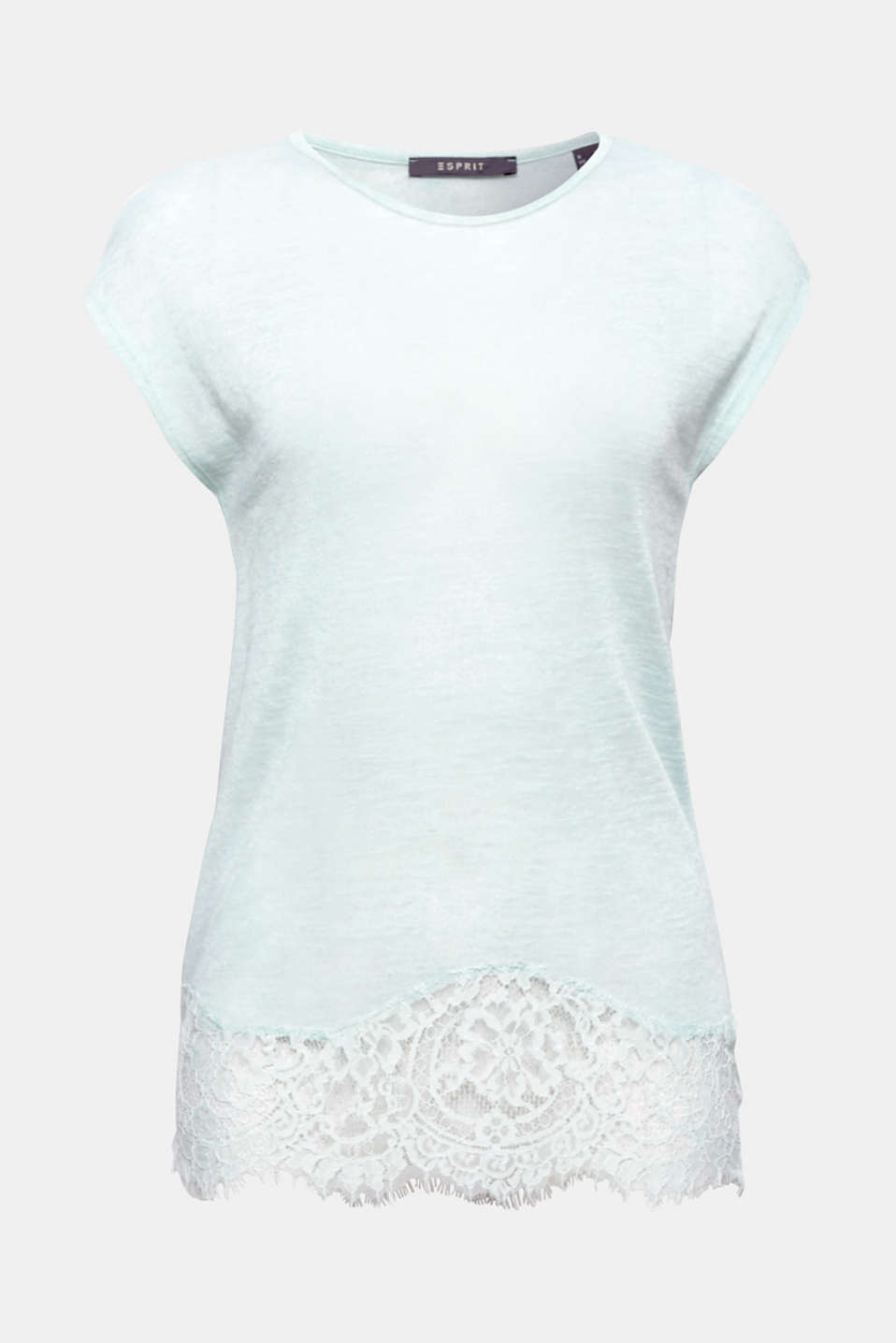 This casual top with a percentage of linen and an elegant lace hem at the front is wonderfully airy and slightly sheer.