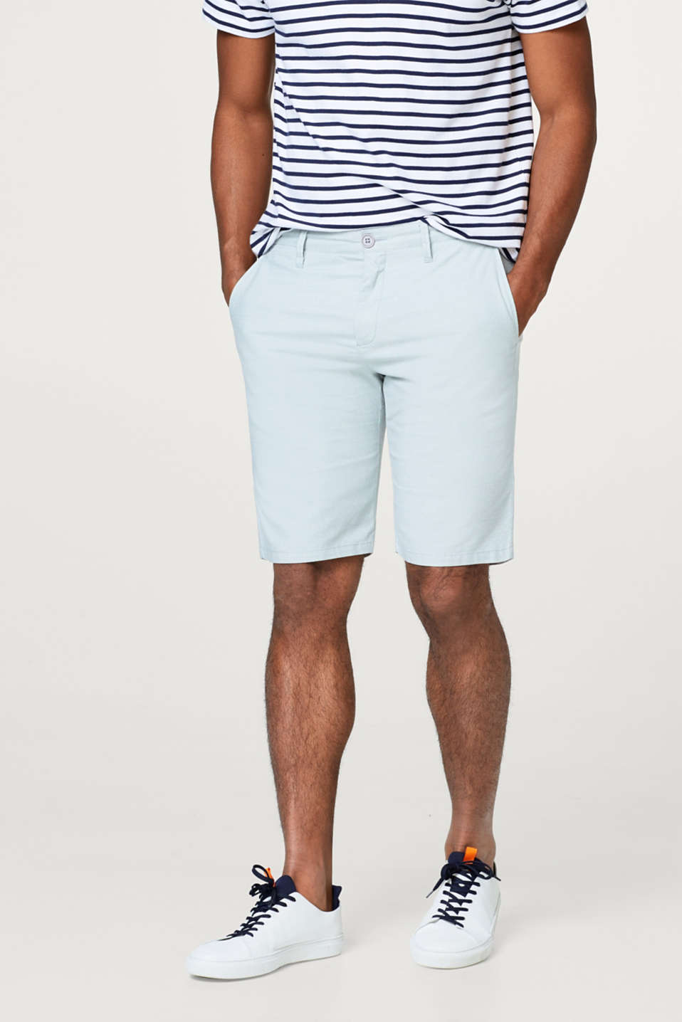 Esprit - Chino shorts with a fine polka dot pattern