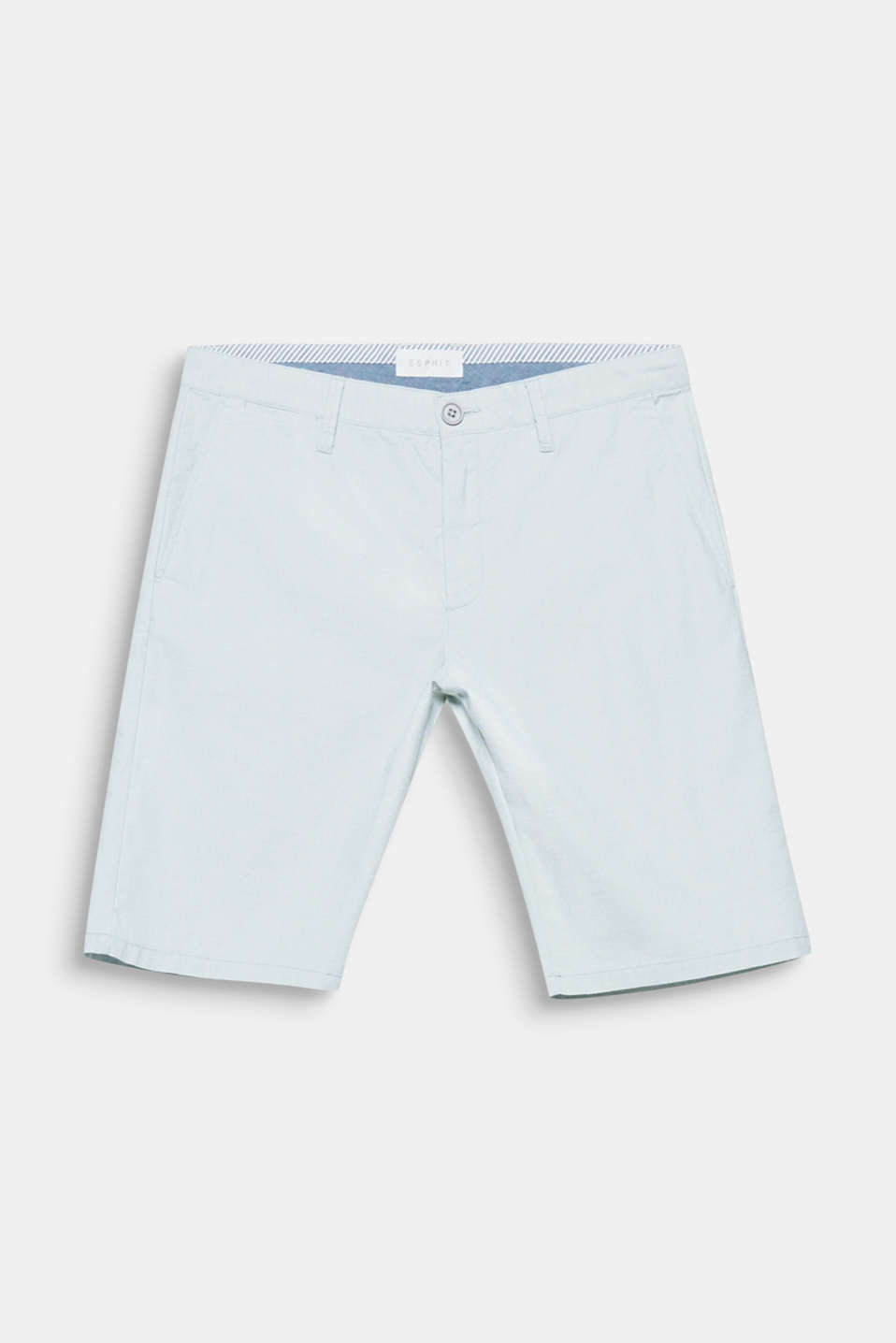 The fine polka dot pattern gives these chino shorts a fine and elegant look.