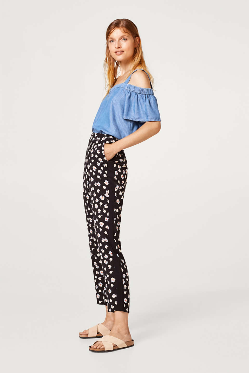 Crêpe tracksuit bottoms with a floral print