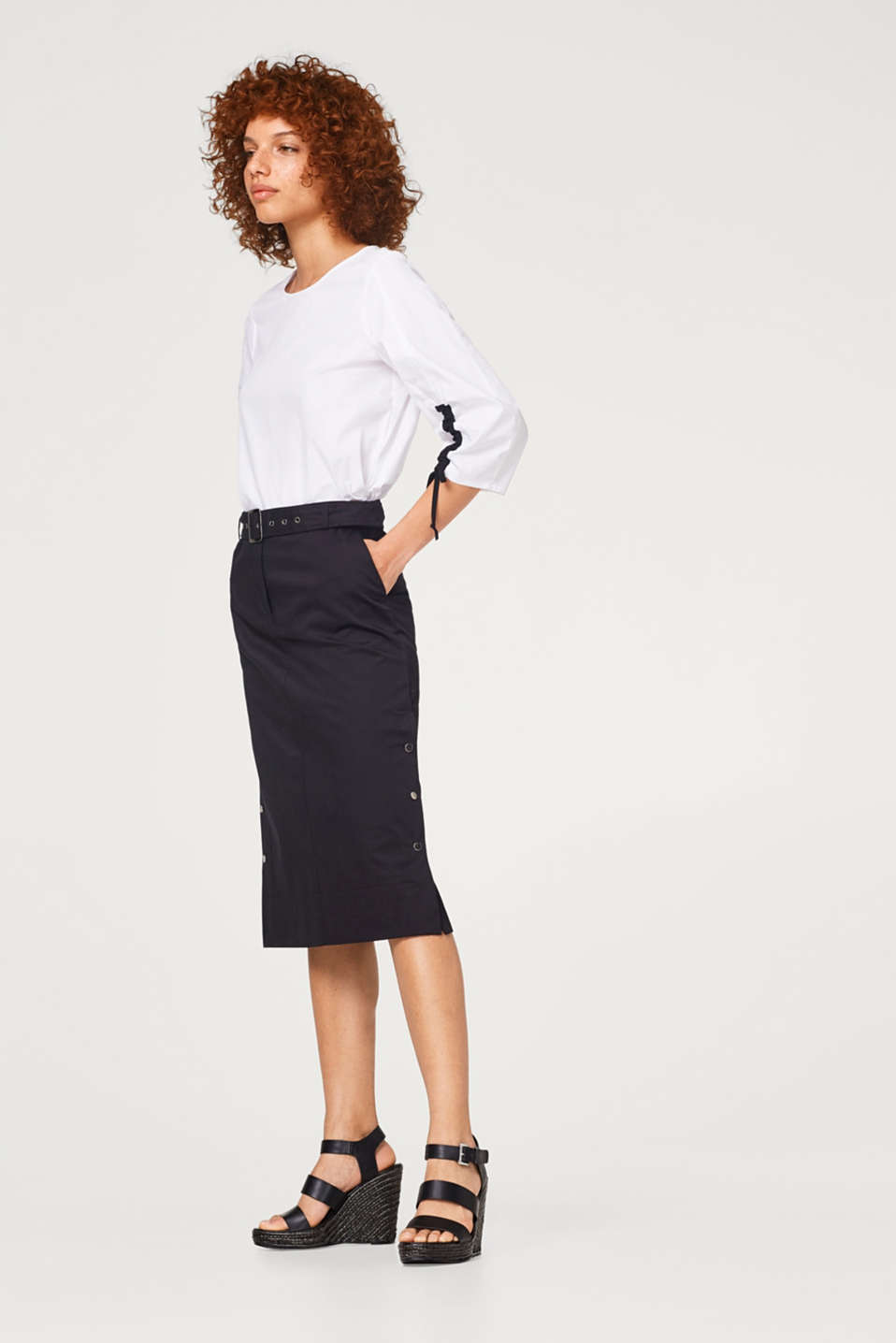 Stretch cotton midi skirt with a belt