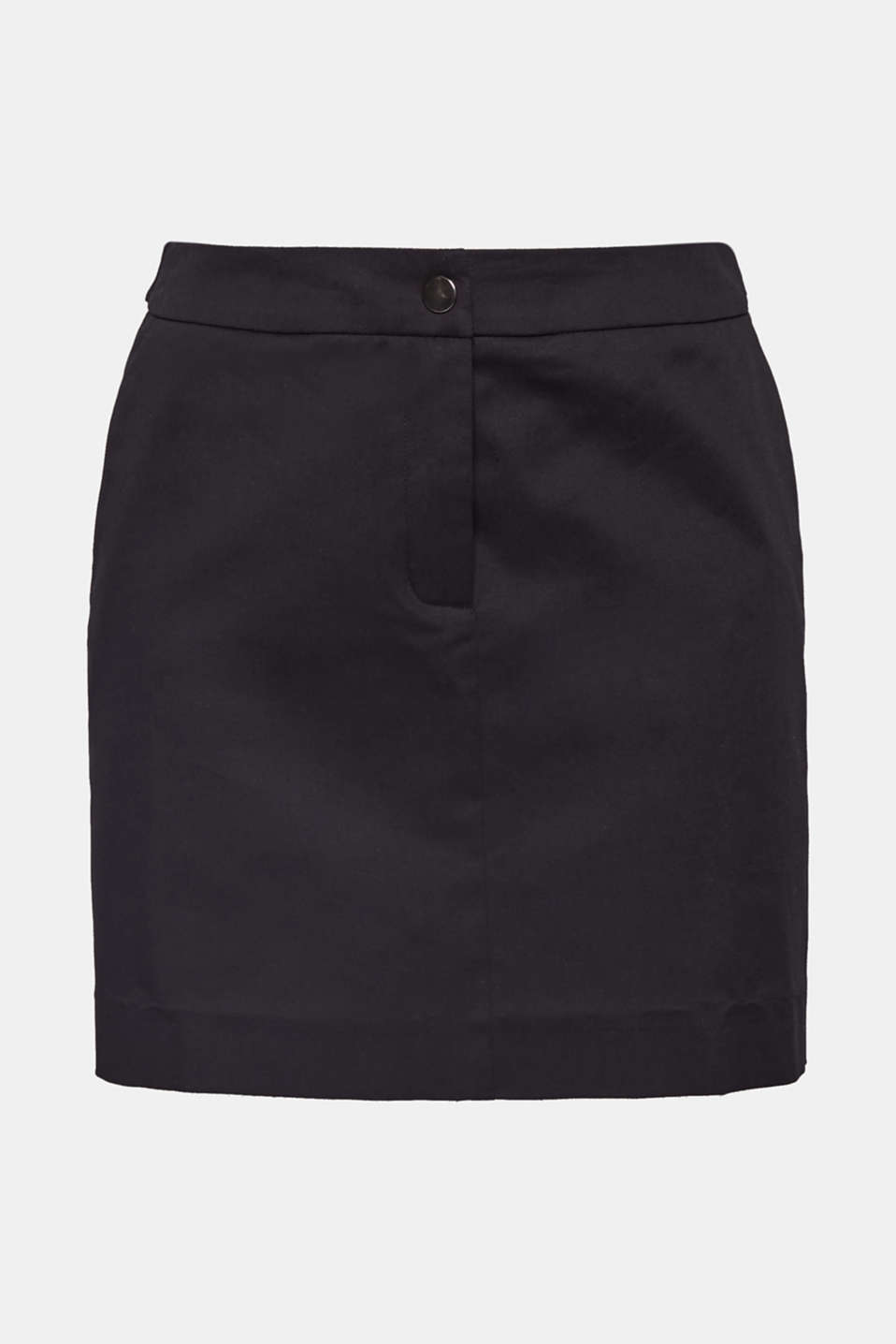 This short, smooth cotton skirt containing elastane for added comfort is both sensationally stylish and very versatile for warm summer days.