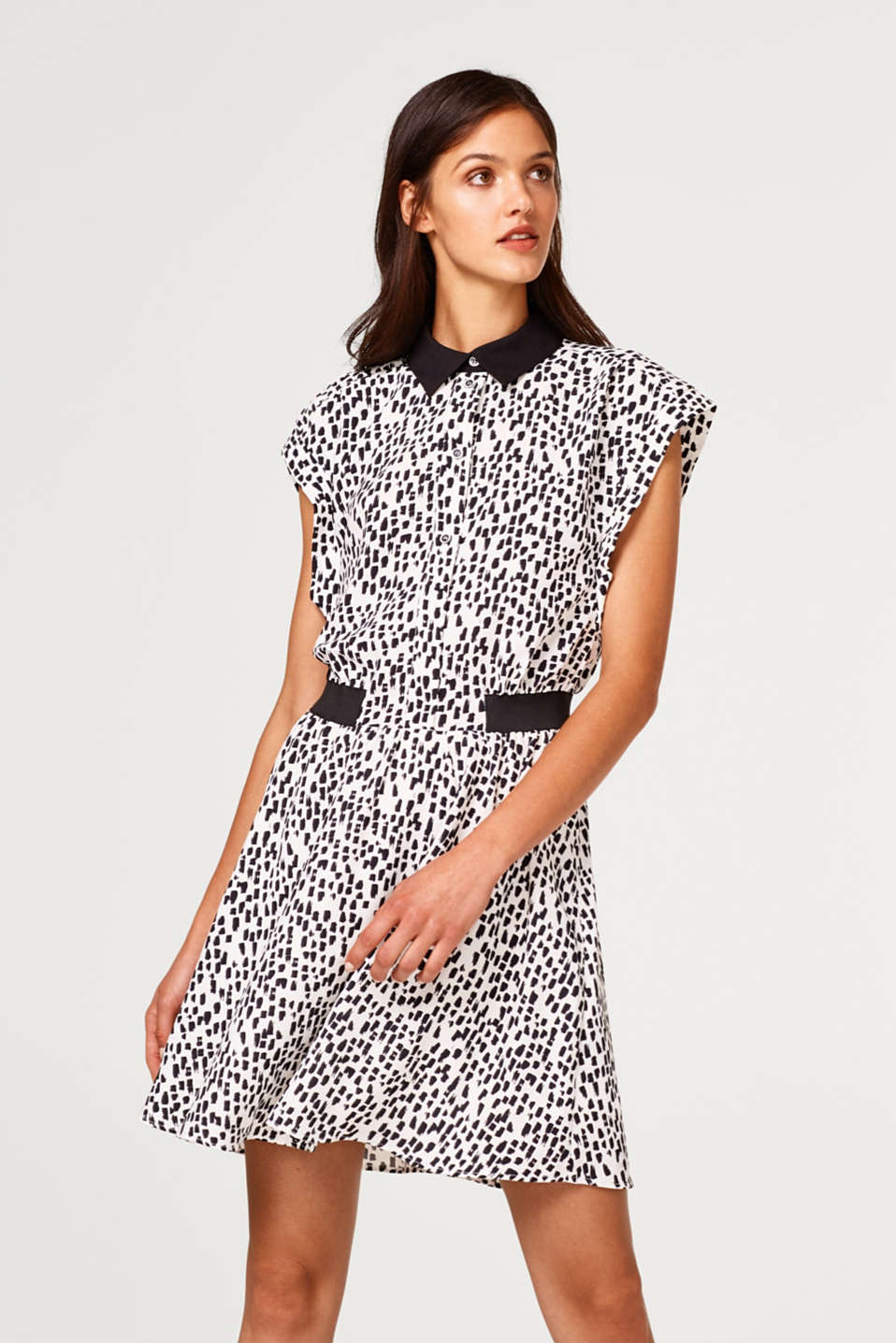 Esprit - Crêpe dress with a collar and a trendy print