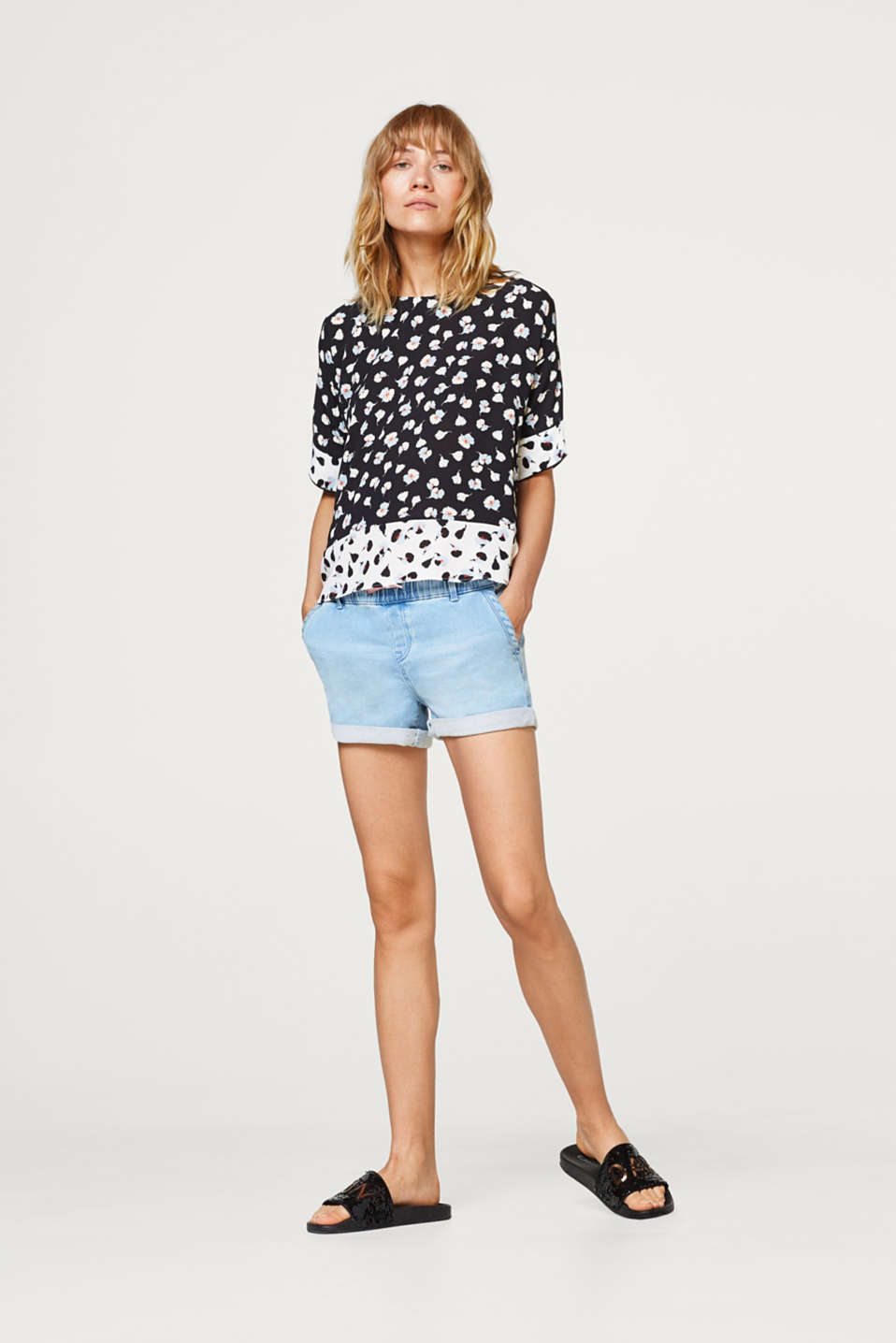 Crêpe blouse with a floral print