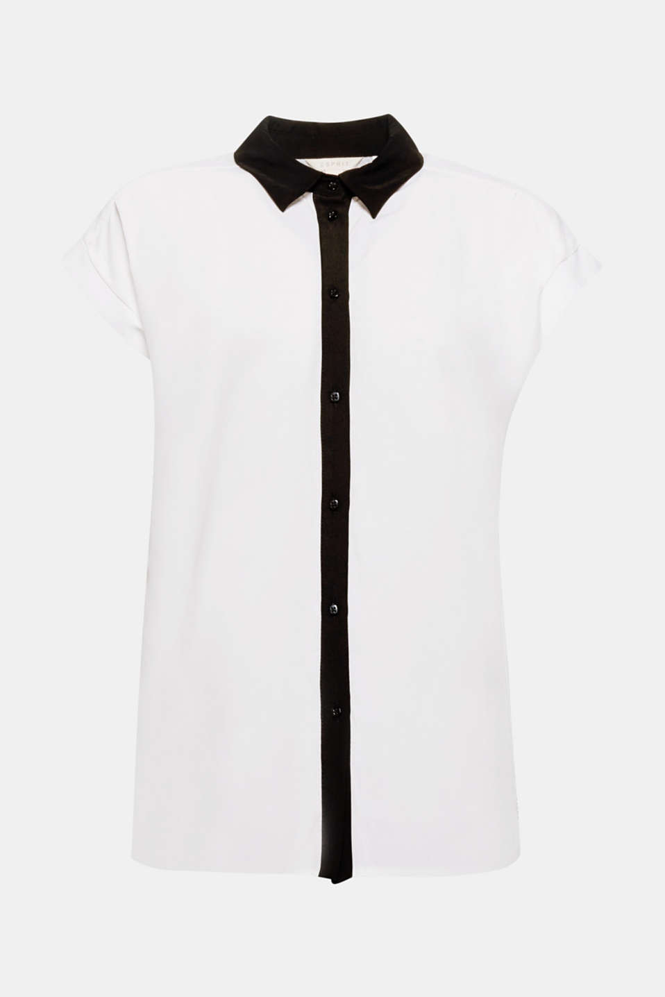 We love black and white! This casual blouse impressed with its striking collar and button placket in a contrasting colour.