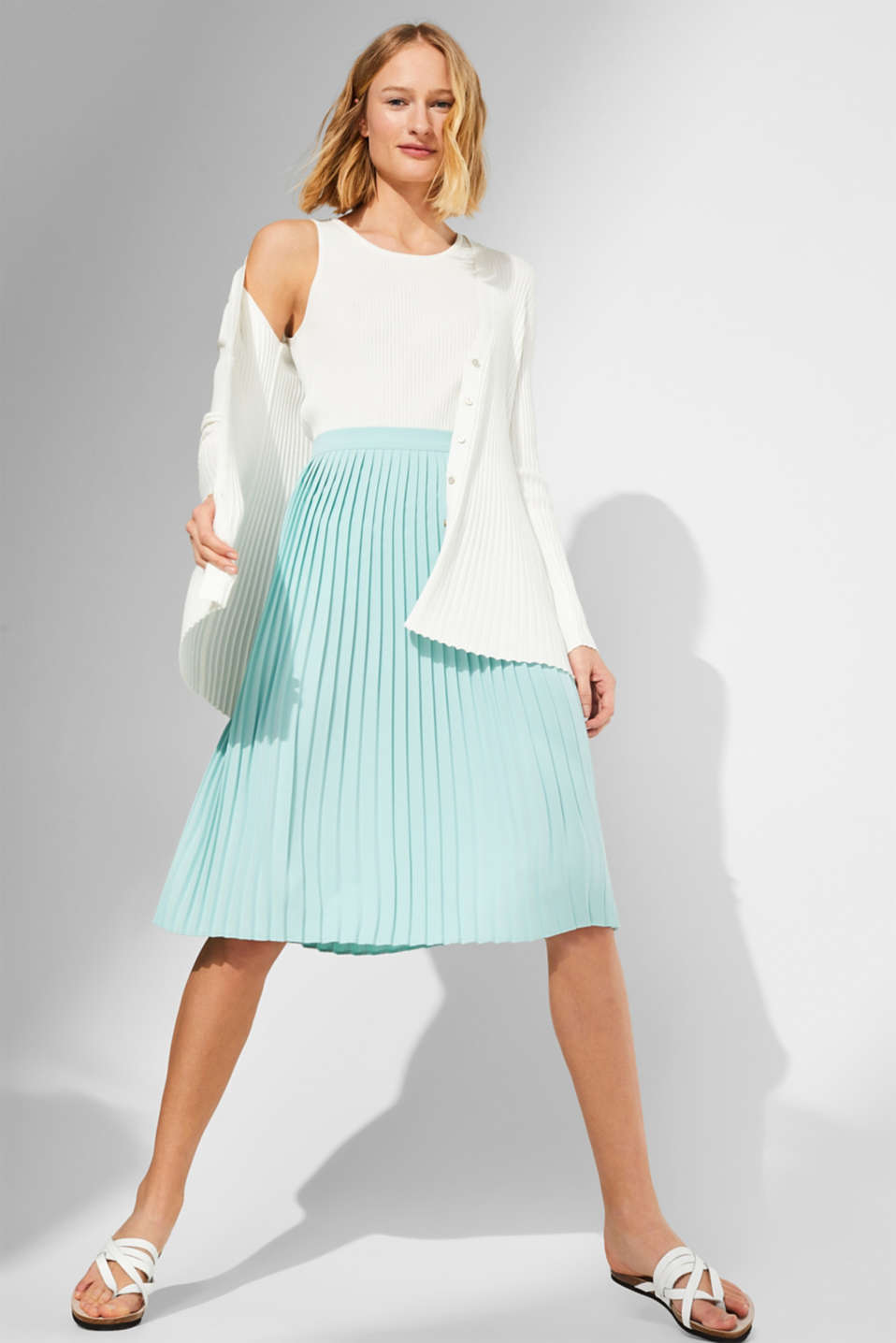 Pleated skirt in a midi length, LIGHT AQUA GREEN, detail image number 1