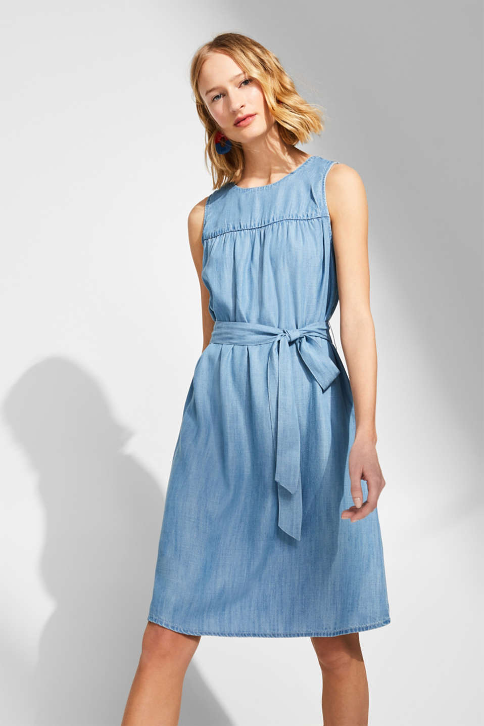 edc - A-line dress in 100% lyocell with a tie-around belt