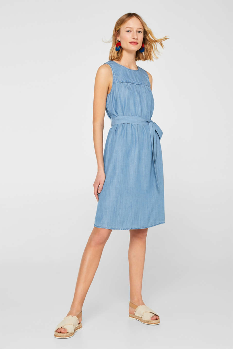 A-line dress in 100% lyocell with a tie-around belt, BLUE LIGHT WASH, detail image number 1