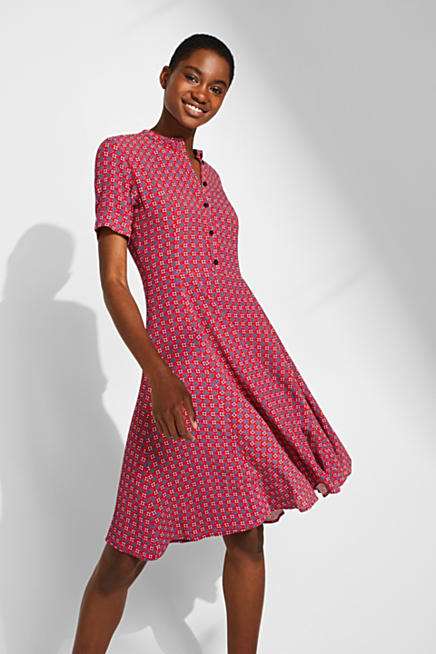 e7815d59ab Sukienka z krepy z nadrukiem i zamaszystą spódnicą