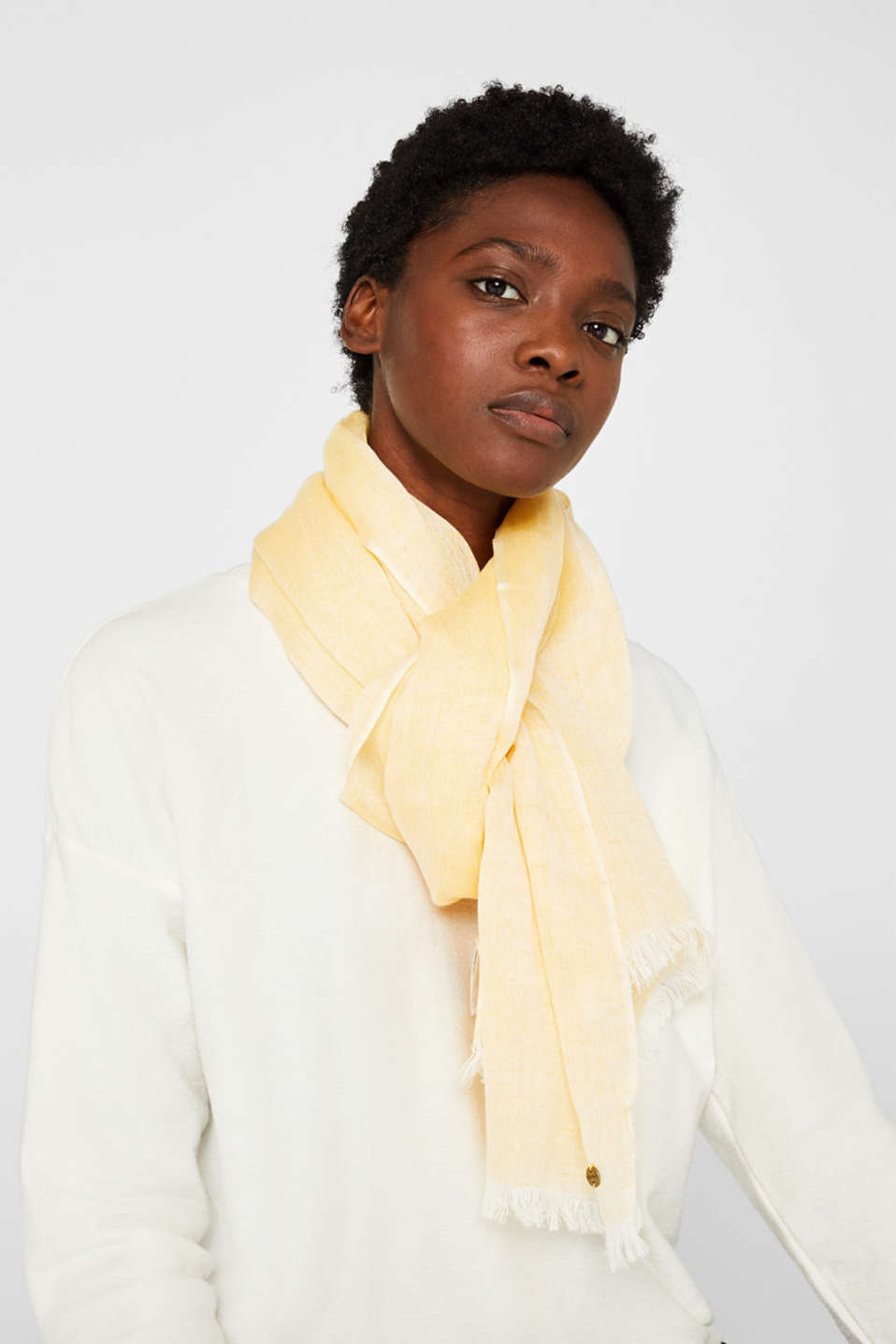 Linen blend: scarf with fine fringing, YELLOW, detail image number 1