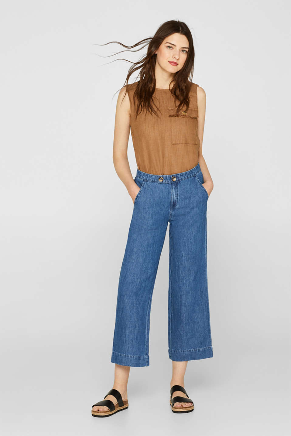 Made of blended linen: wide-leg denim trousers