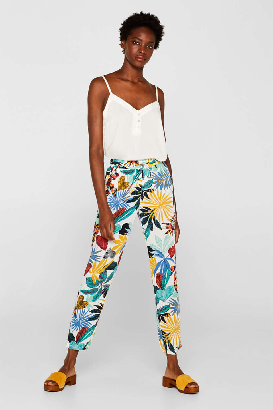 Esprit - Woven trousers in a tracksuit bottom style with a print