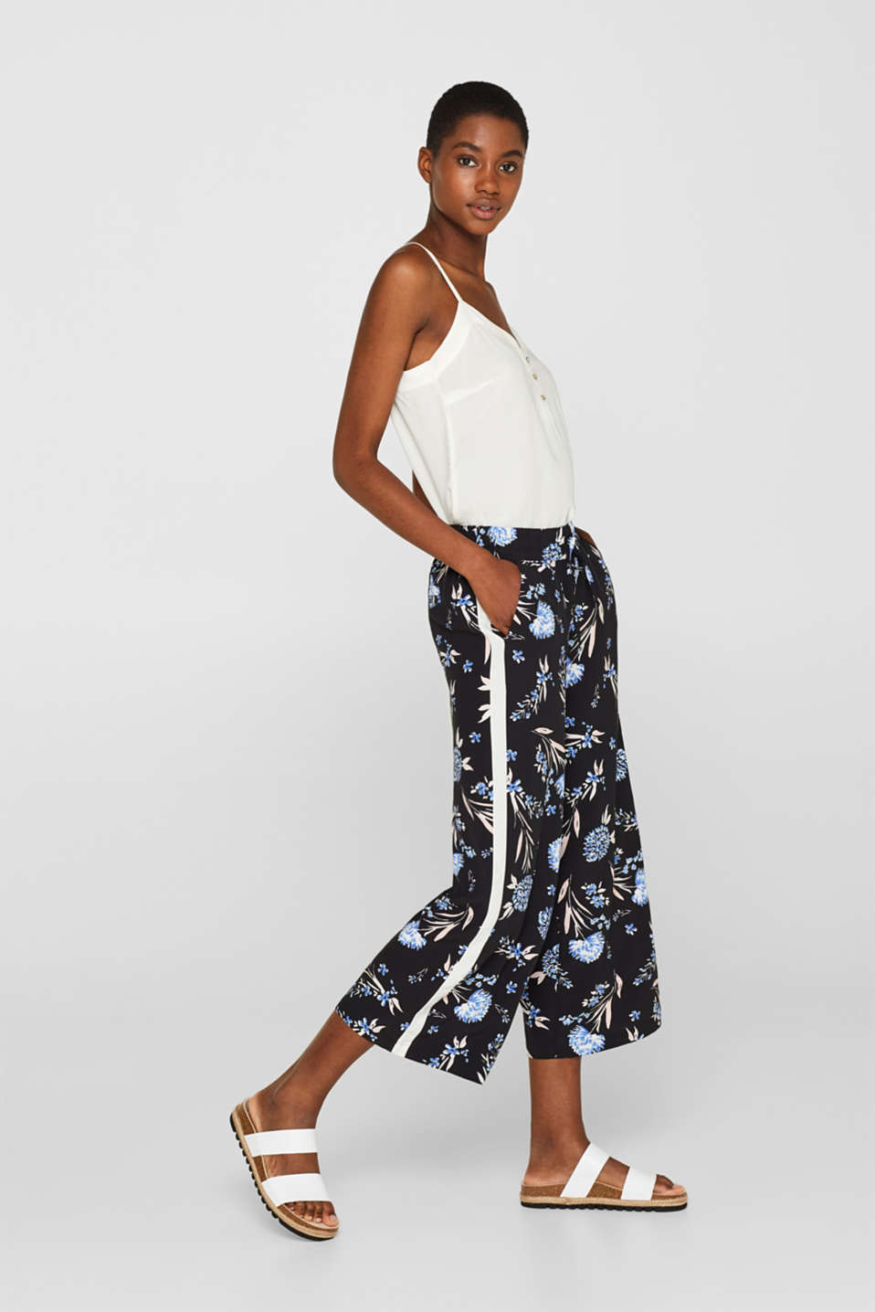 Esprit - Culottes with a floral print and tuxedo stripes