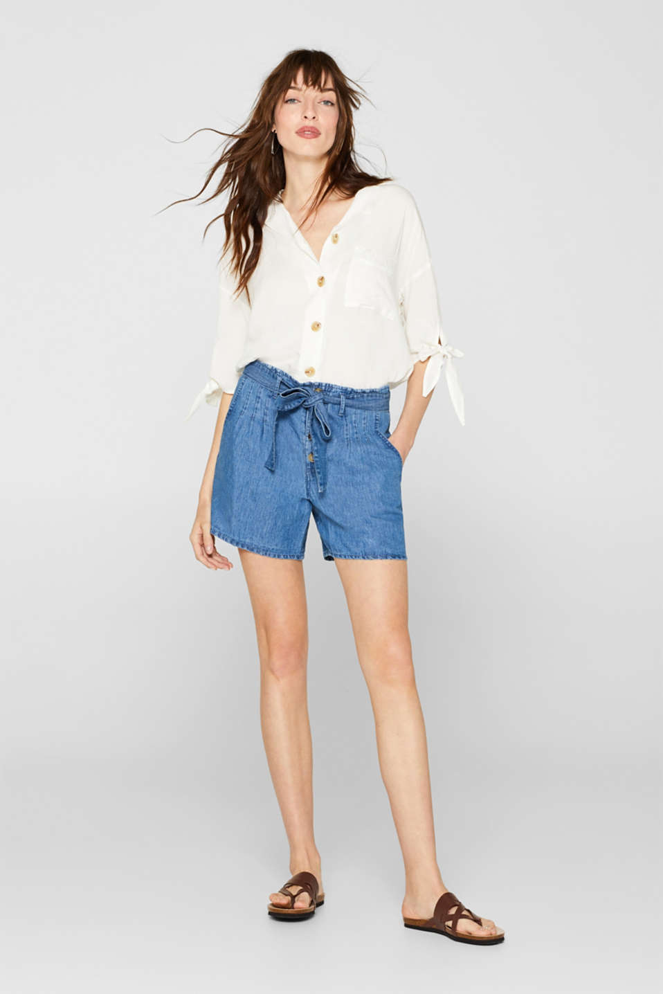 Linen blend: Shorts with buttons and a paper-bag waistband