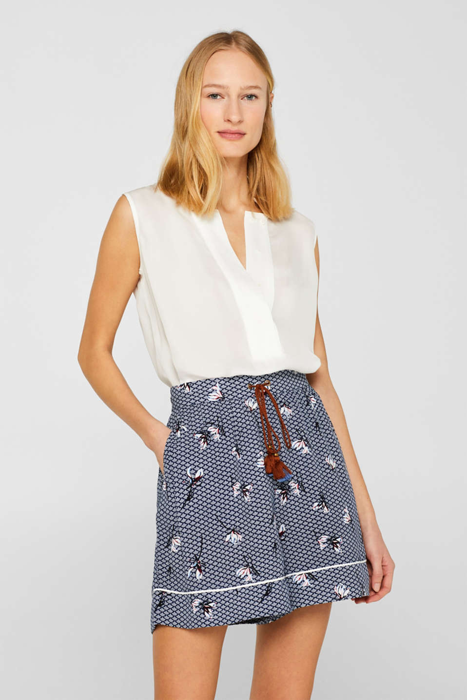 Esprit - Woven shorts in a fashionable mix of patterns