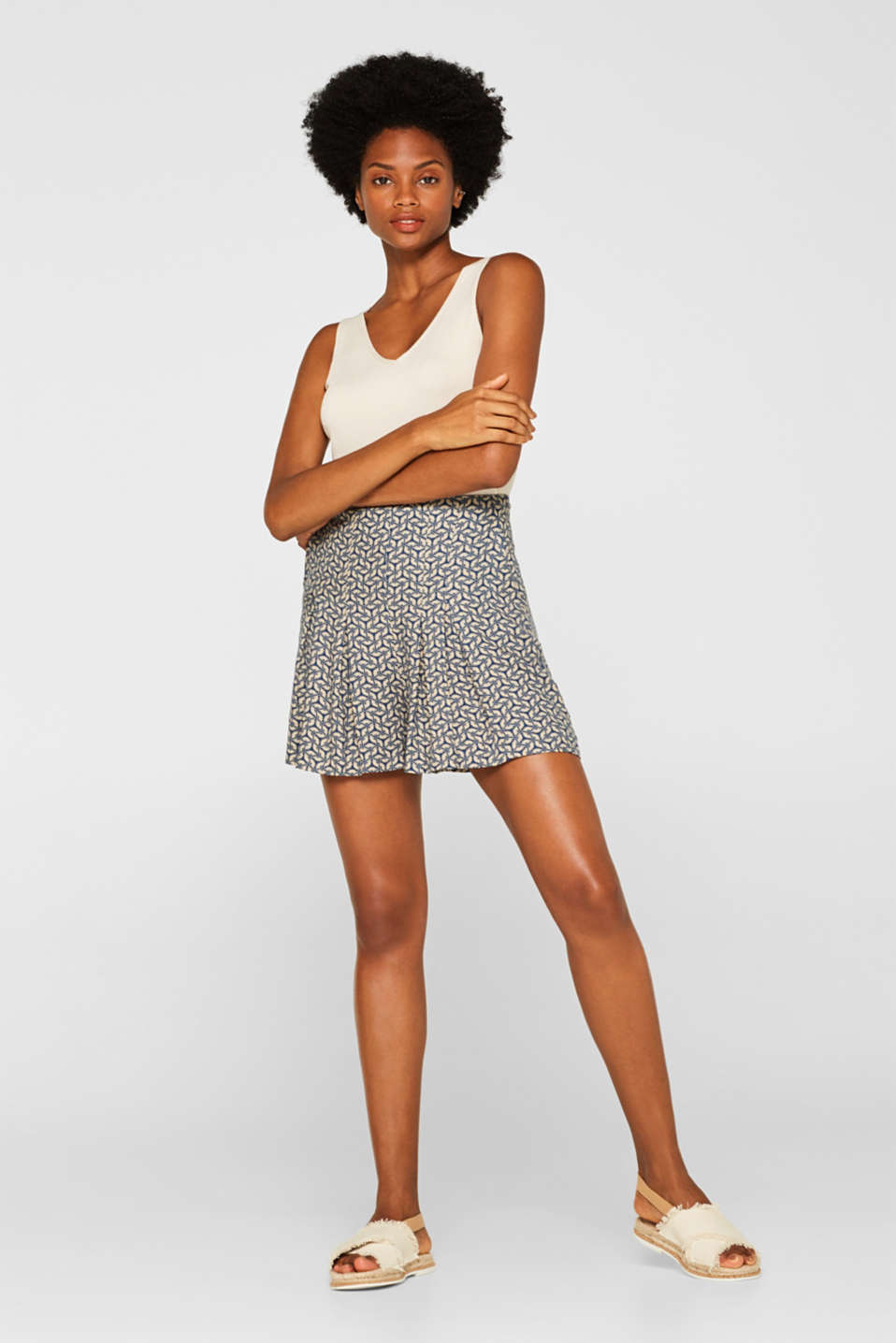 Esprit - Woven shorts with a print and waist pleats