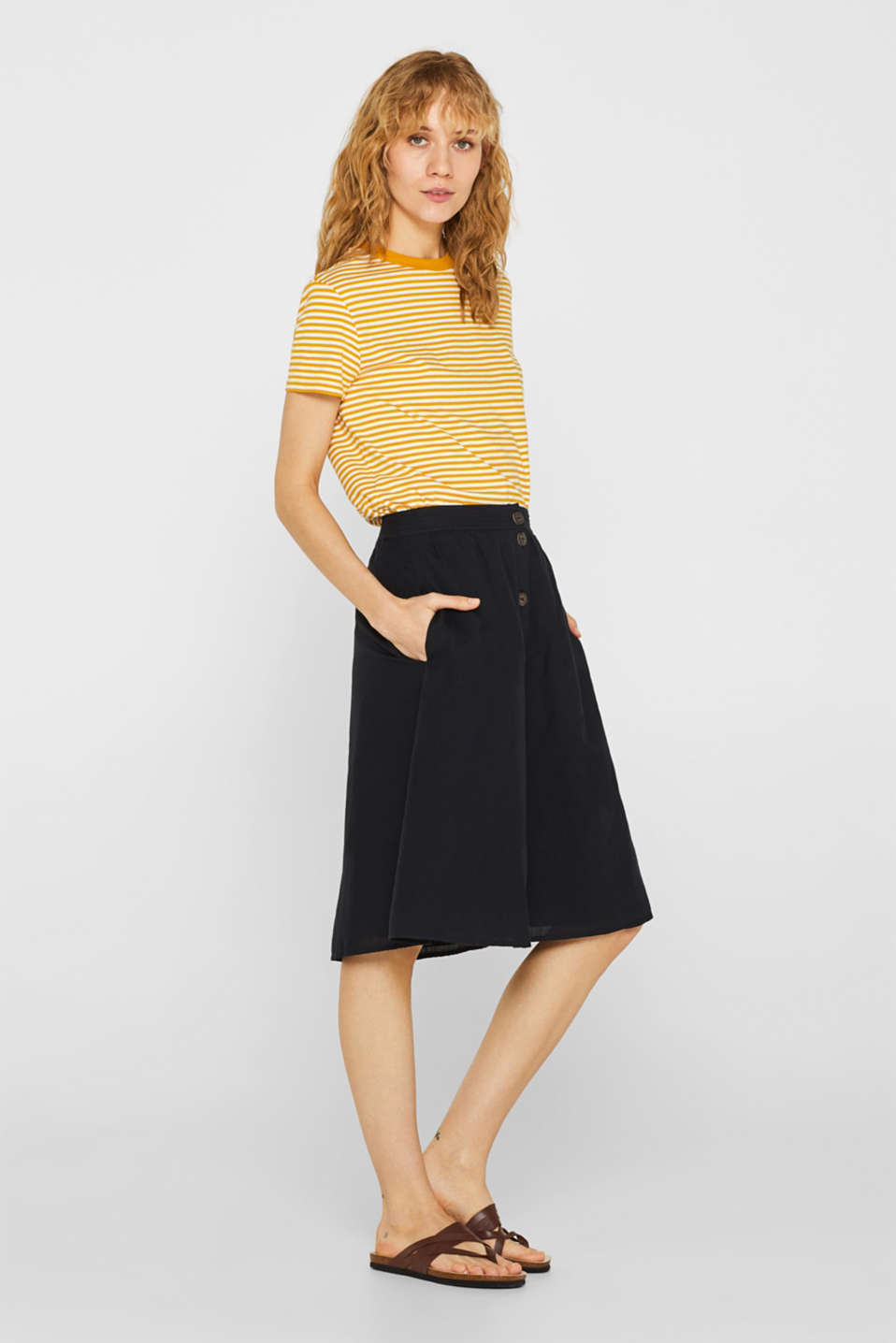 Esprit - A-line skirt with linen and a button placket