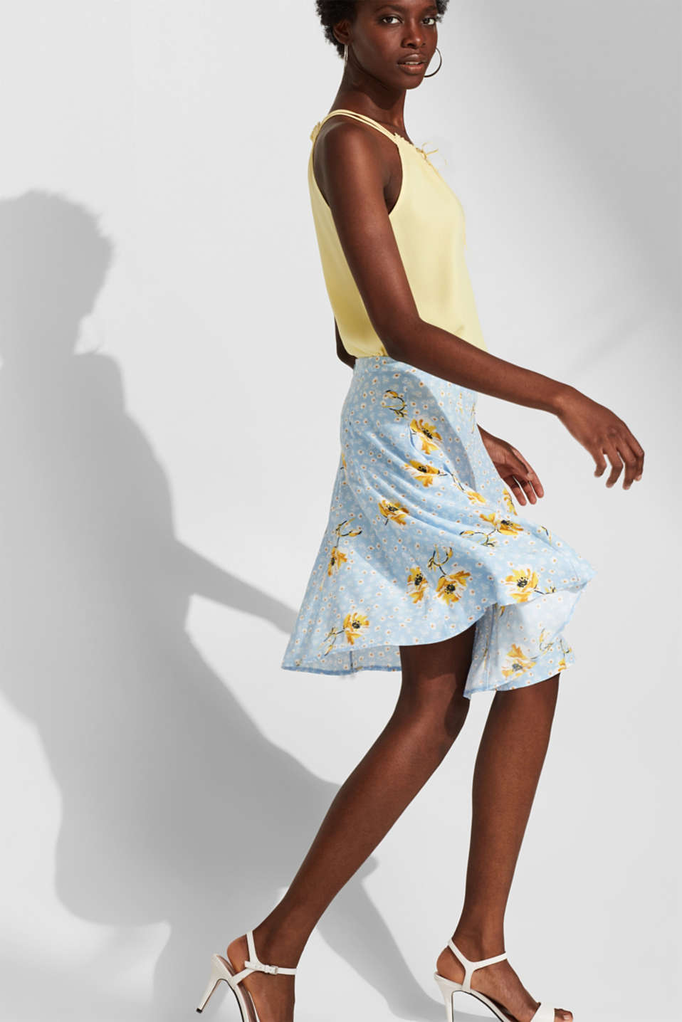 Esprit - A-line skirt with a floral print