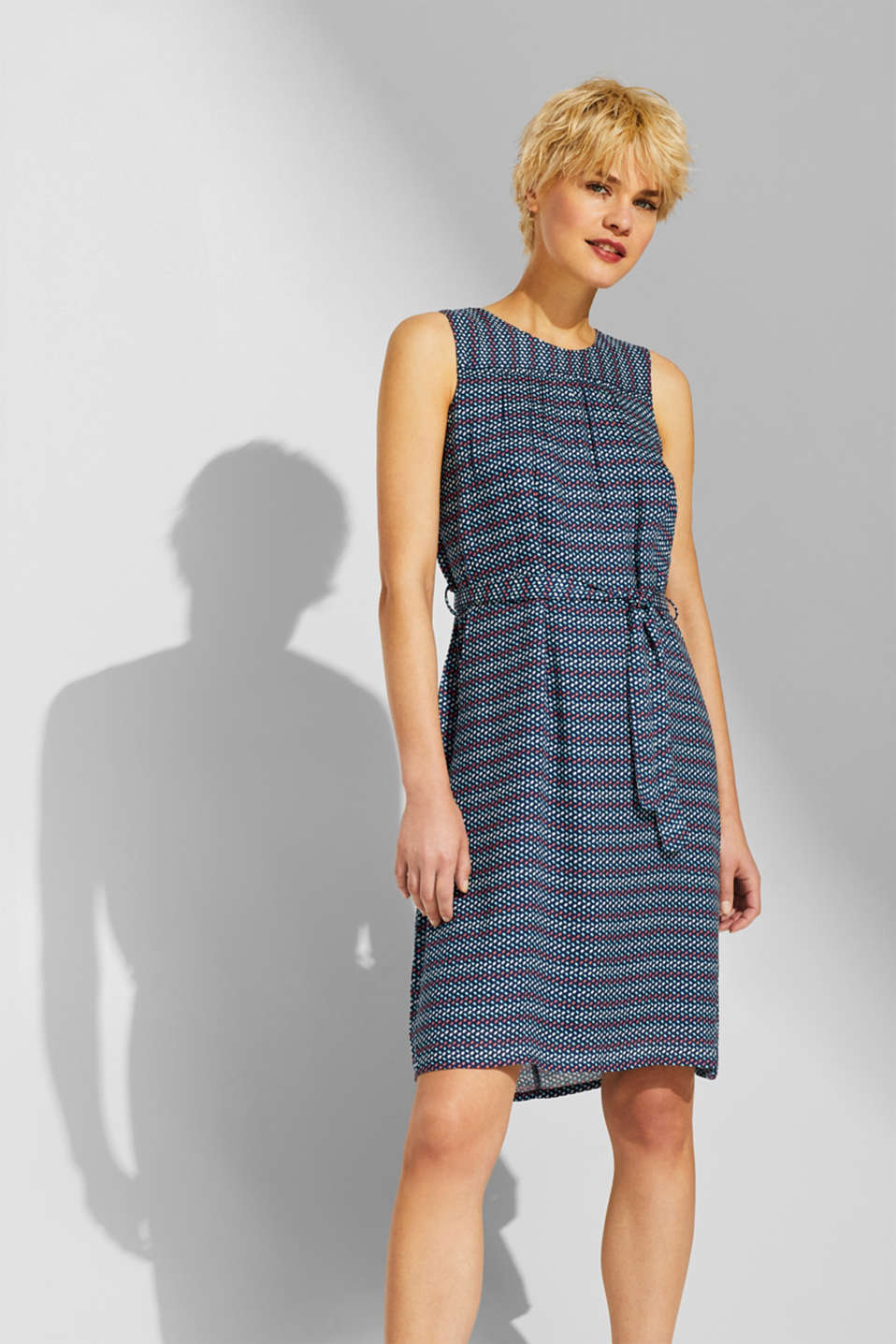Esprit - Woven dress with a print and belt