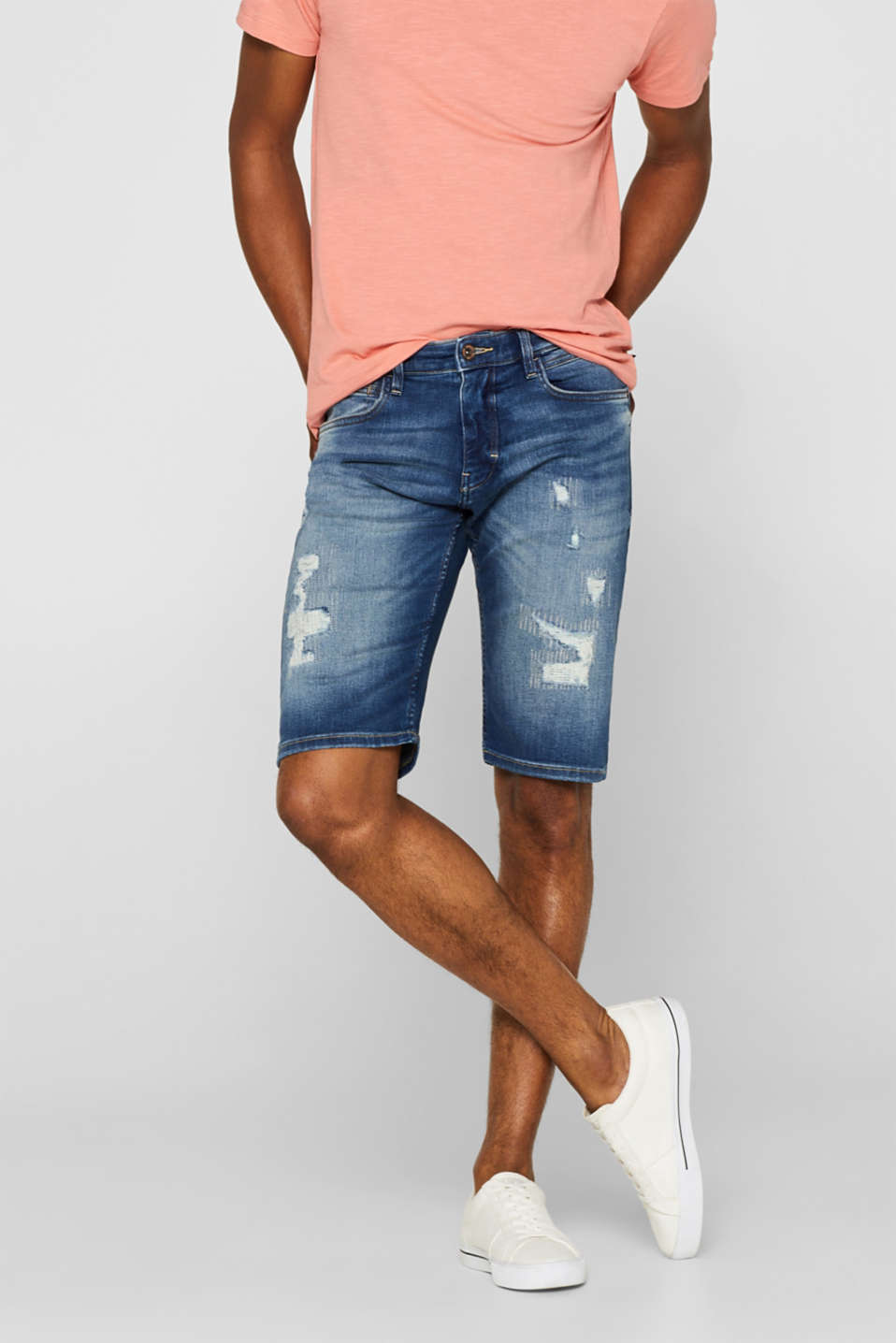 Esprit - Super stretchy denim shorts with distressed look