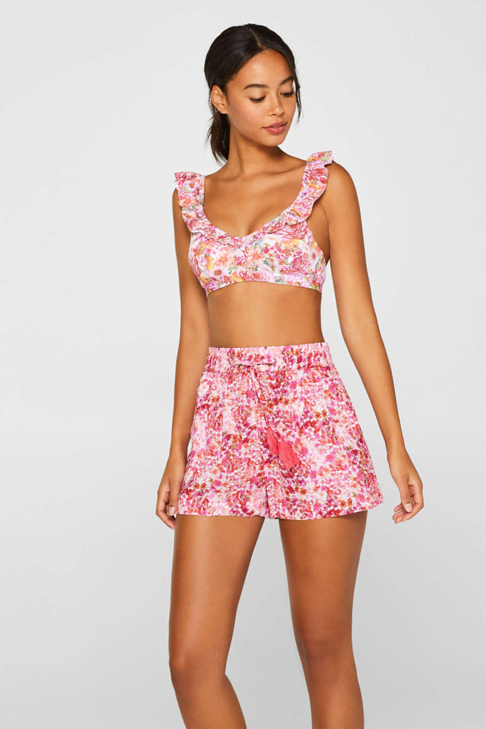 Esprit - Printed shorts in lightweight fabric
