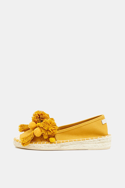 Espadrilles with pompoms and tassels