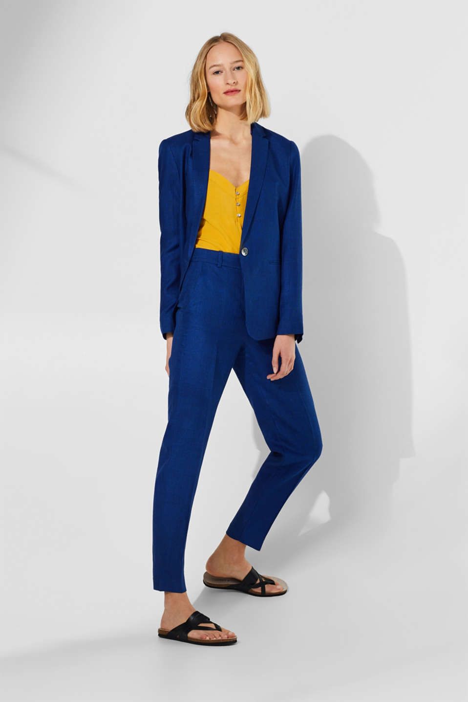 Esprit - Linen blend: High-waisted textured trousers