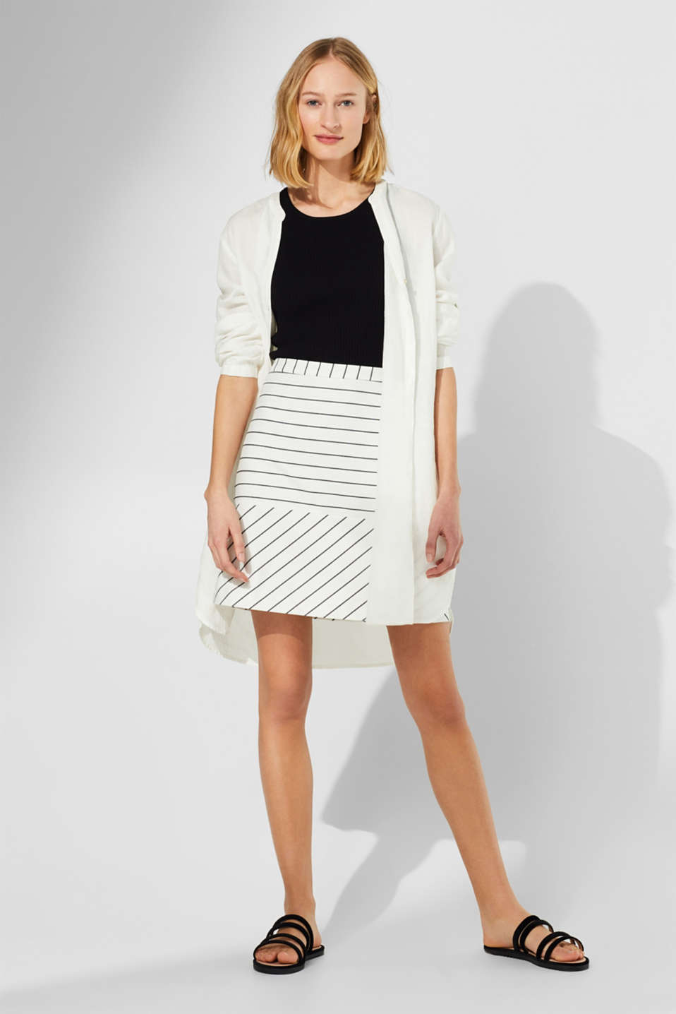 Woven stretch skirt with two kinds of stripes