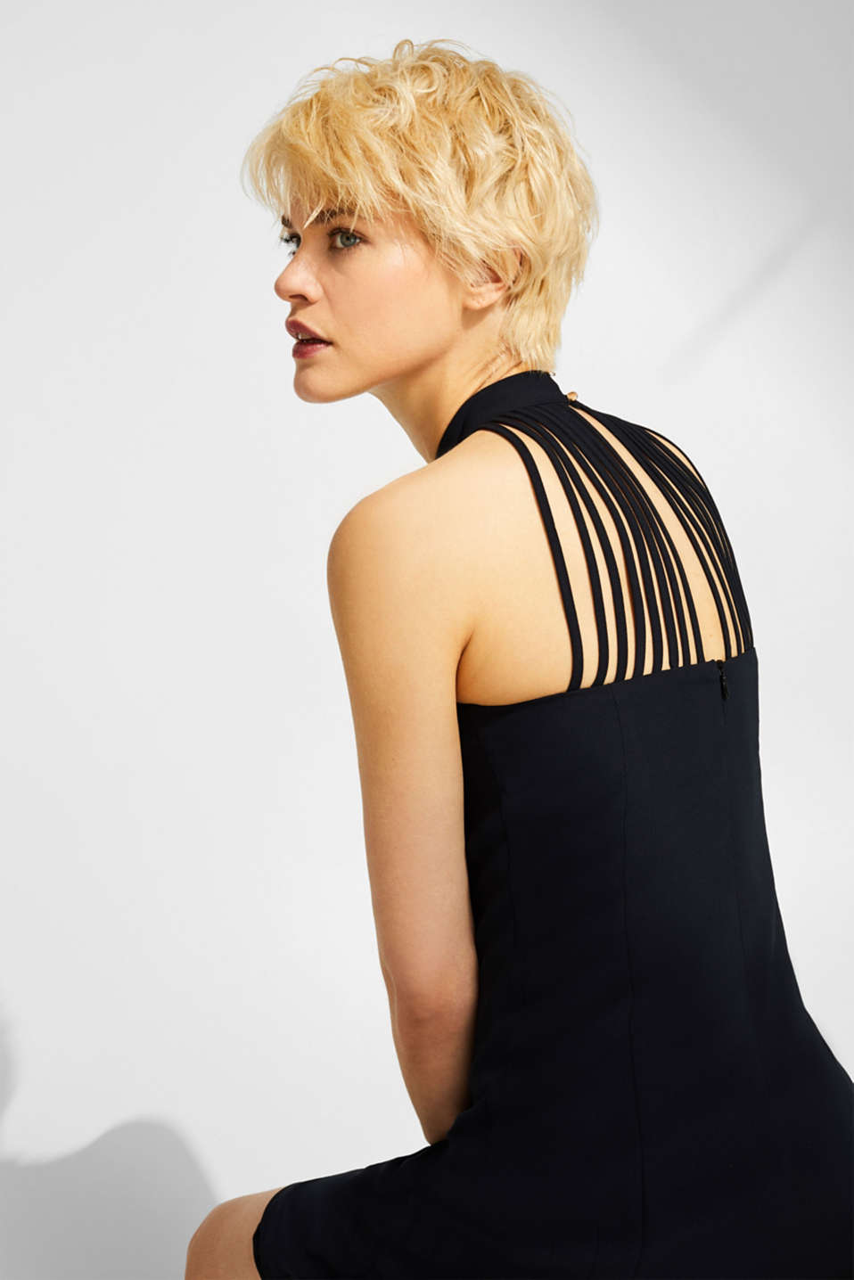 Crêpe dress with a sophisticated back and stretch, BLACK, detail image number 7