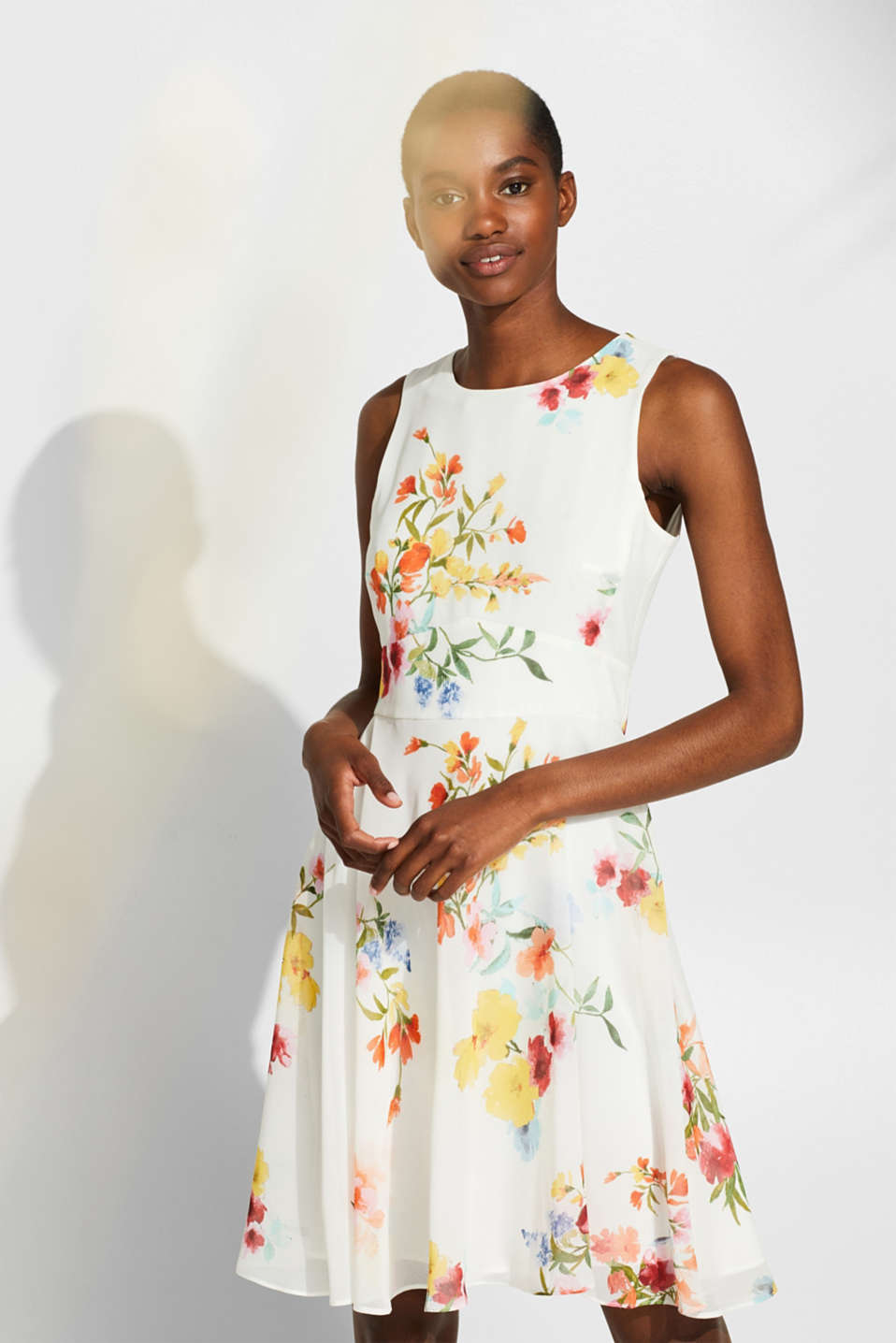 Esprit - Chiffon dress with a print and tie-around belt