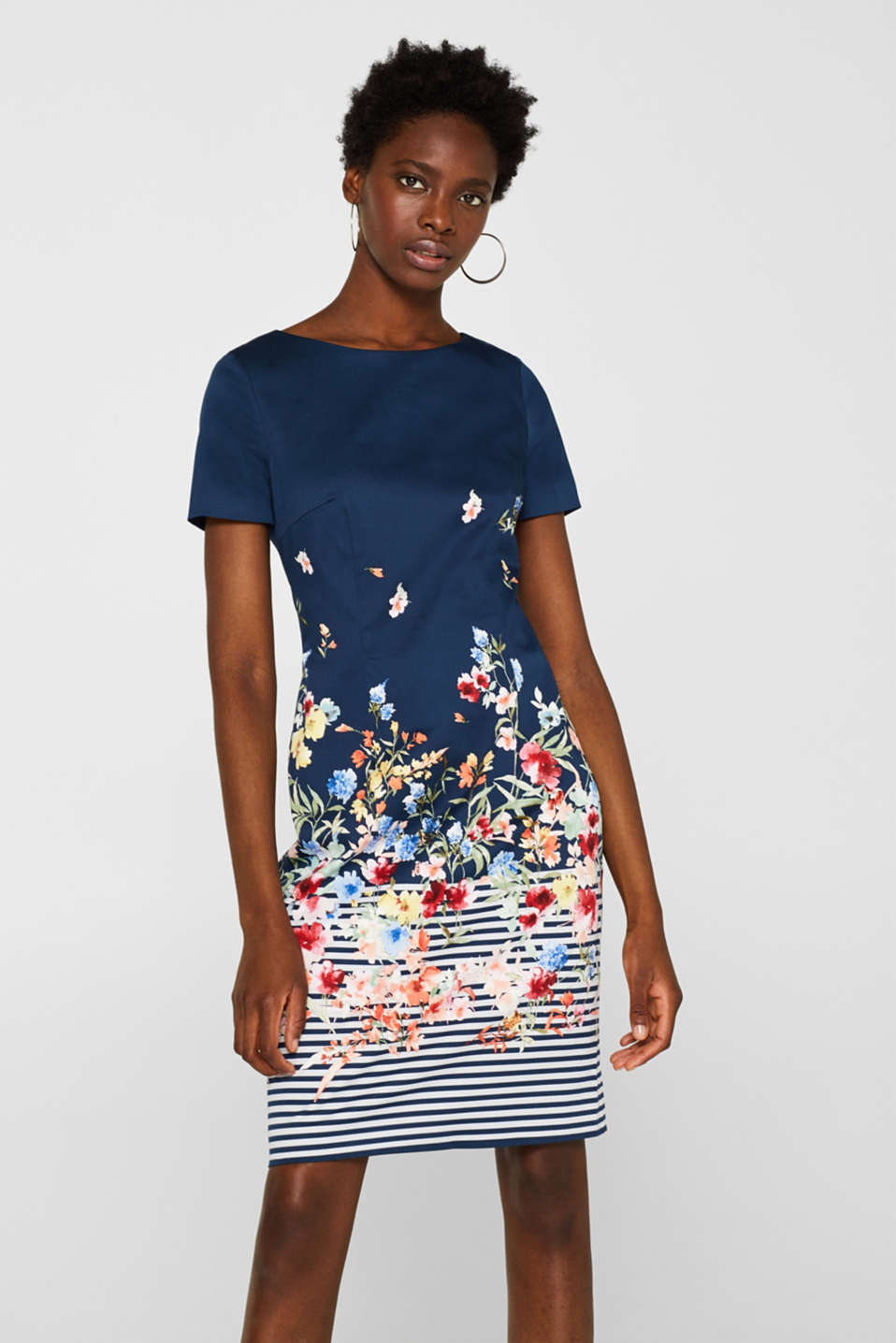 Sheath dress with print and back cut-out