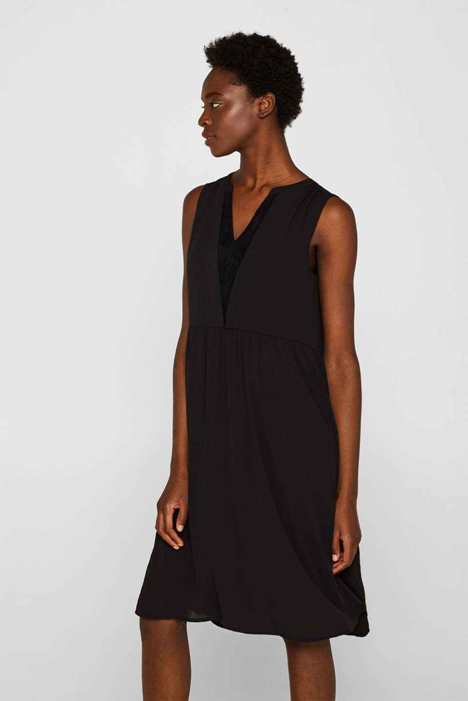 Esprit - Flowing crêpe dress with a lace insert