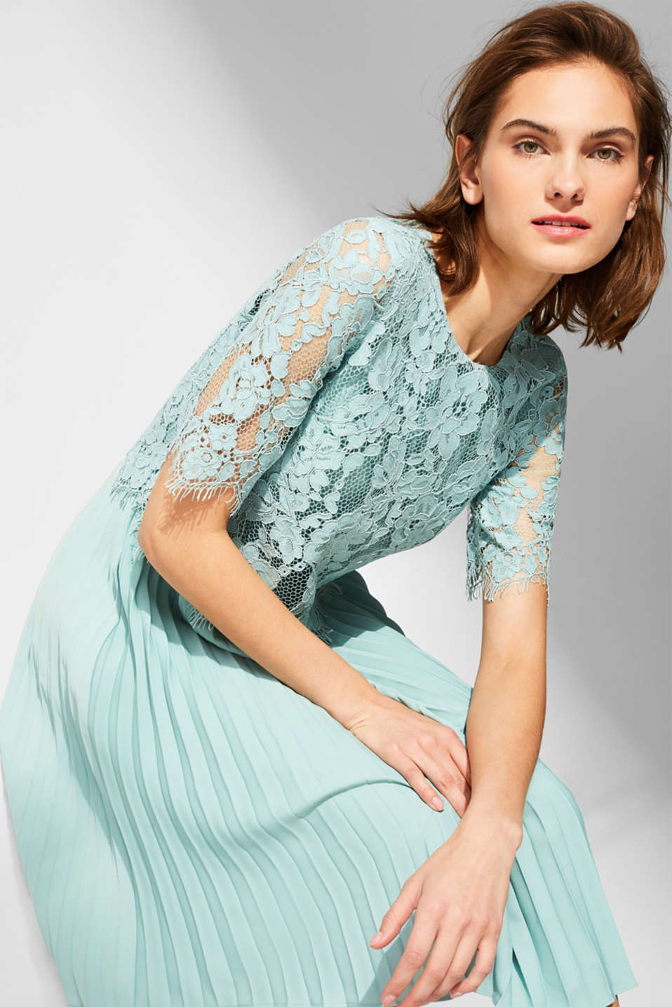 Layered dress with a lace top and pleated skirt, DUSTY GREEN, detail image number 4