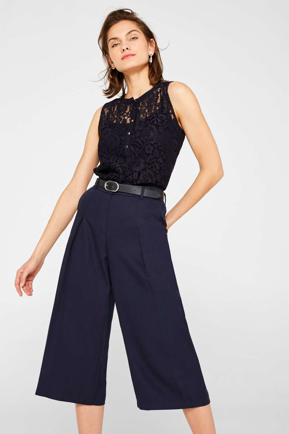 2-in-1 blouse top made of lace