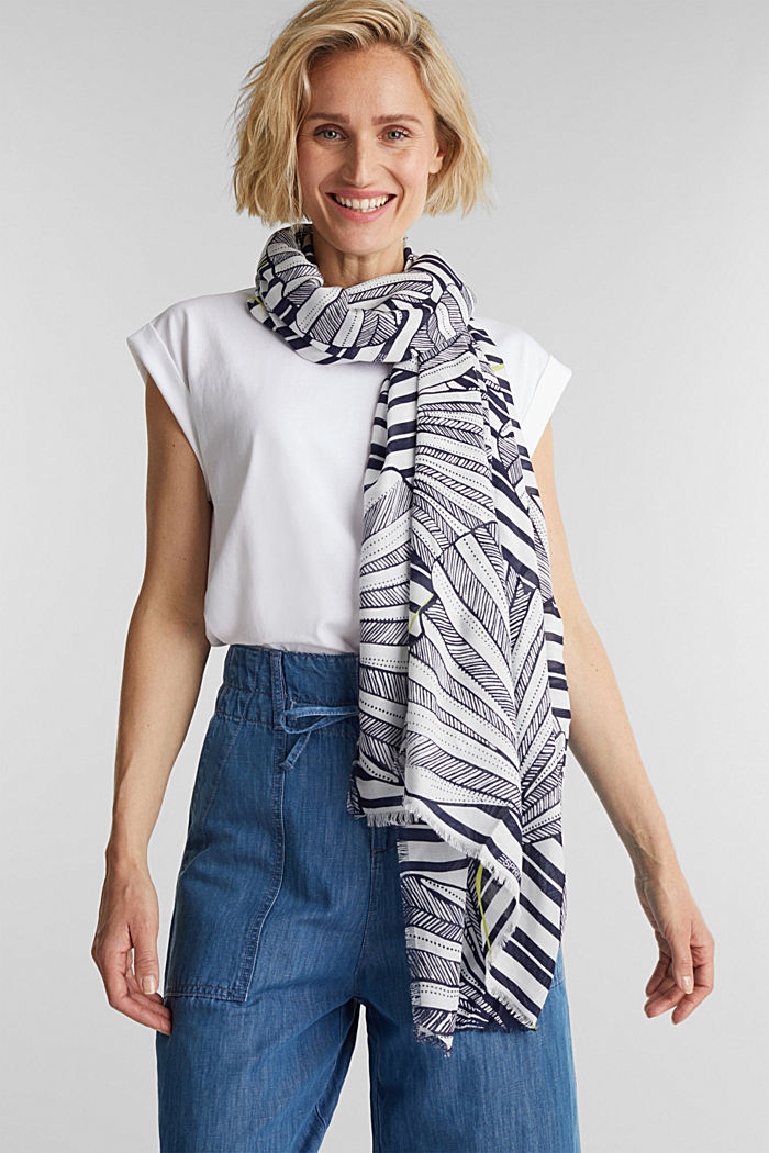 Made of LENZING™ ECOVERO™: Printed scarf, NAVY, detail image number 1