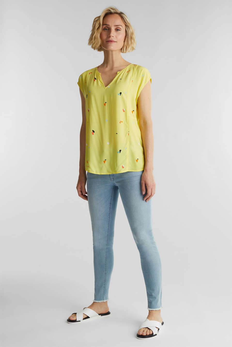 Blouse top made of LENZING™ ECOVERO™, BRIGHT YELLOW 4, detail image number 1