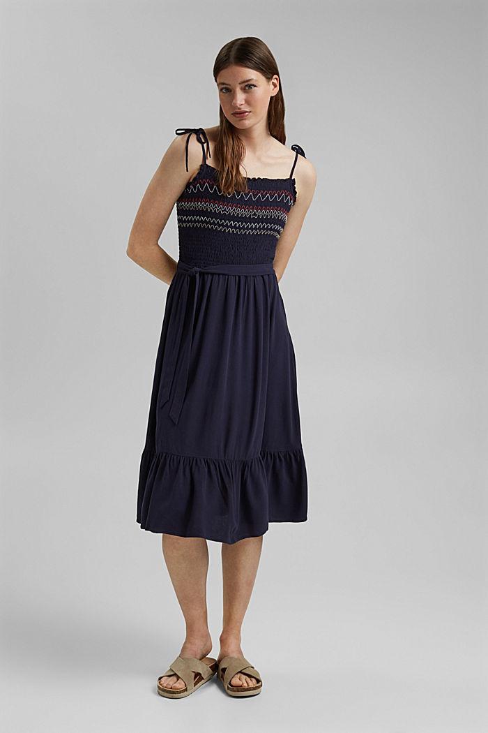 Gesmokte jurk met borduursel van LENZING™ ECOVERO™, NAVY, detail image number 1