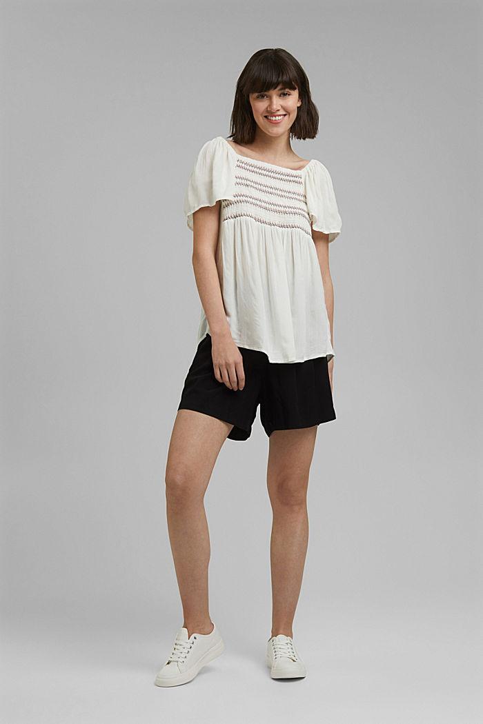 Haut façon blouse smocké à teneur en LENZING™ ECOVERO™, OFF WHITE, detail image number 1