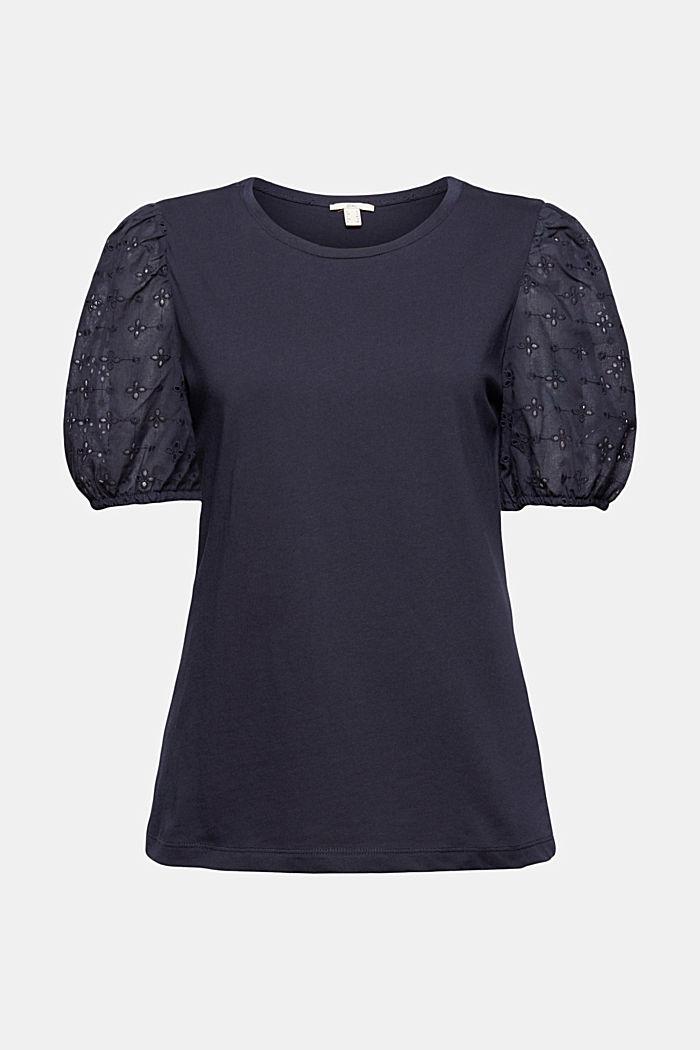 Camiseta con mangas de tela y bordado calado