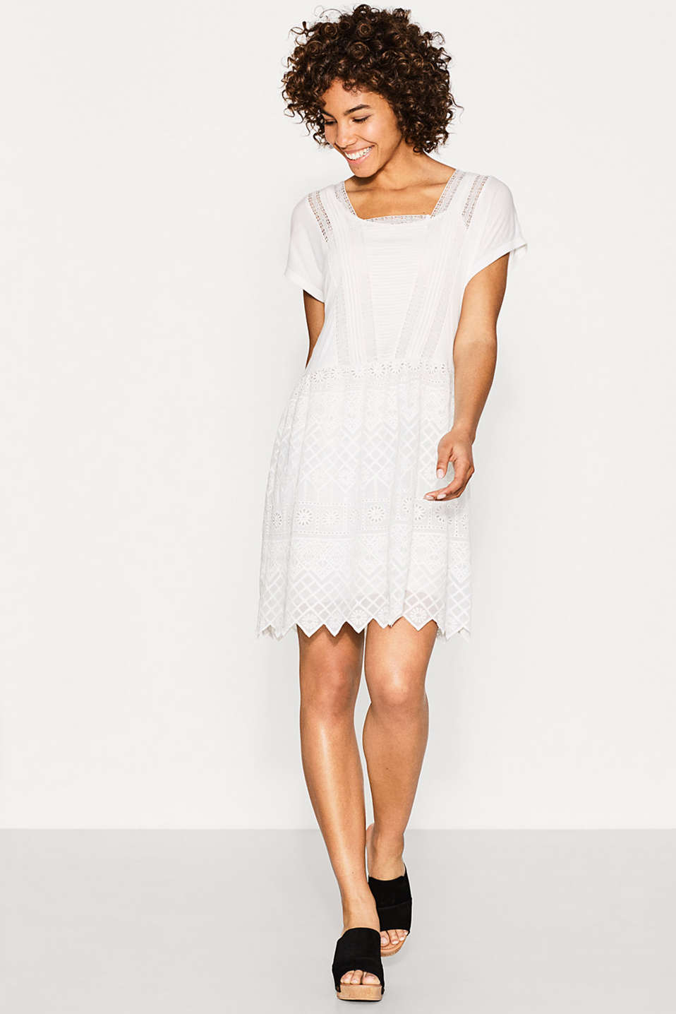 Esprit - Romantic dress with a lace skirt