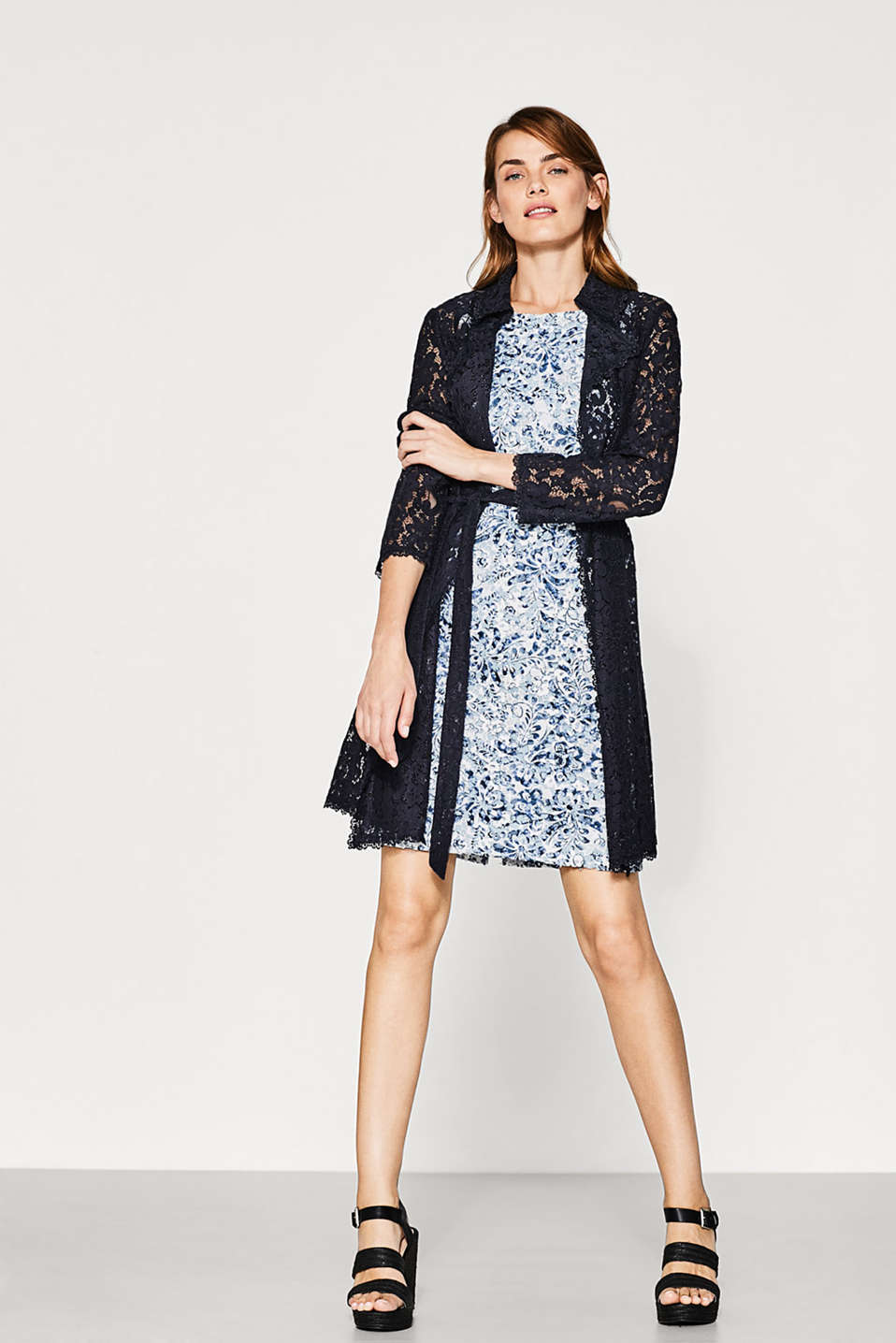 Fitted dress in printed lace
