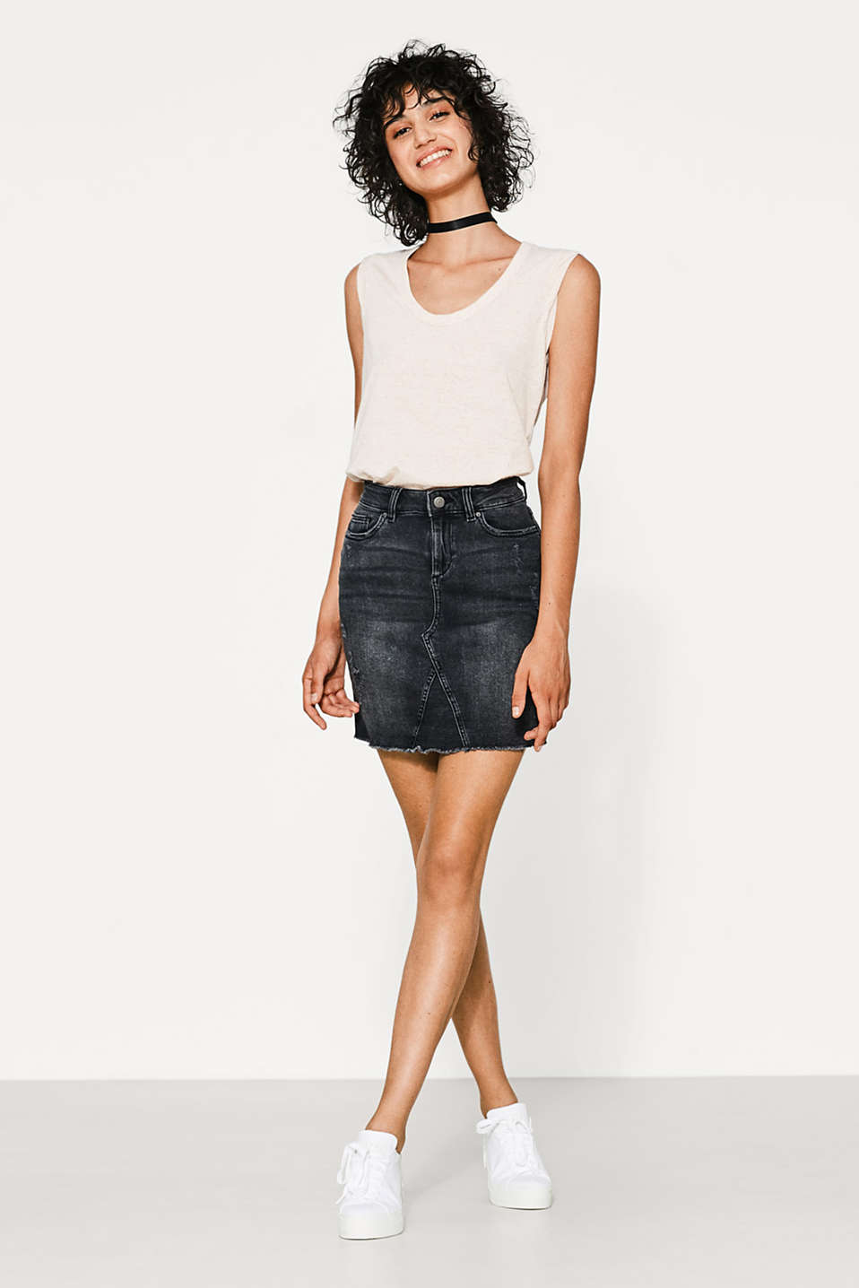 Sleeveless T-shirt with dimple texture