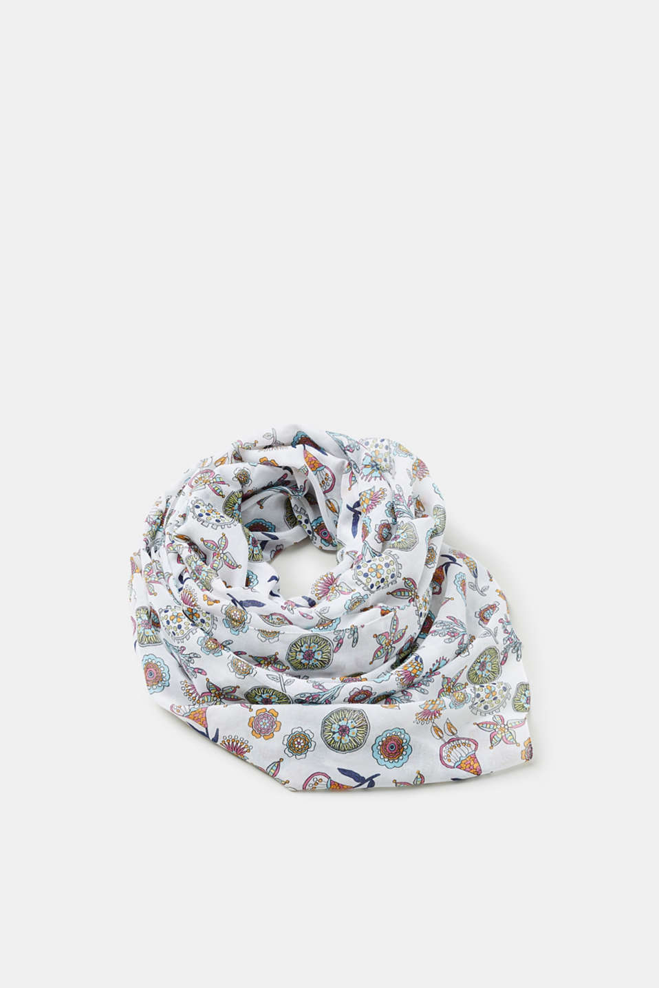 This brightly coloured scarf made of airily light fabric is instantly eye-catching.