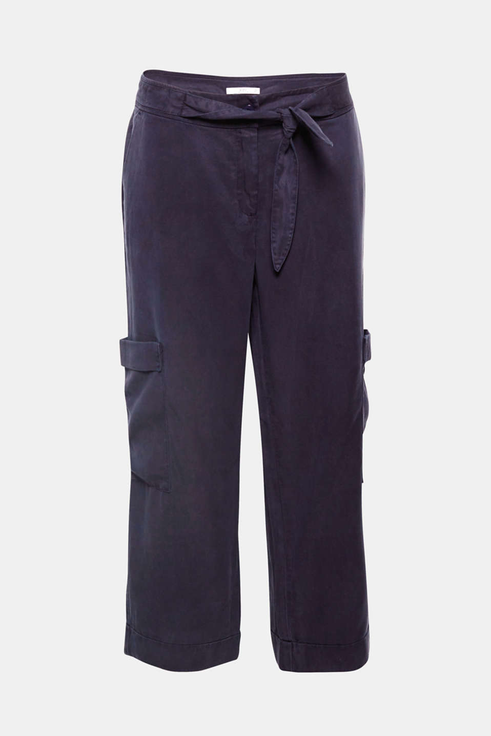 The casual cut with a cropped, extra wide leg, side cargo pockets and a fixed tie belt make these trousers so stylish!