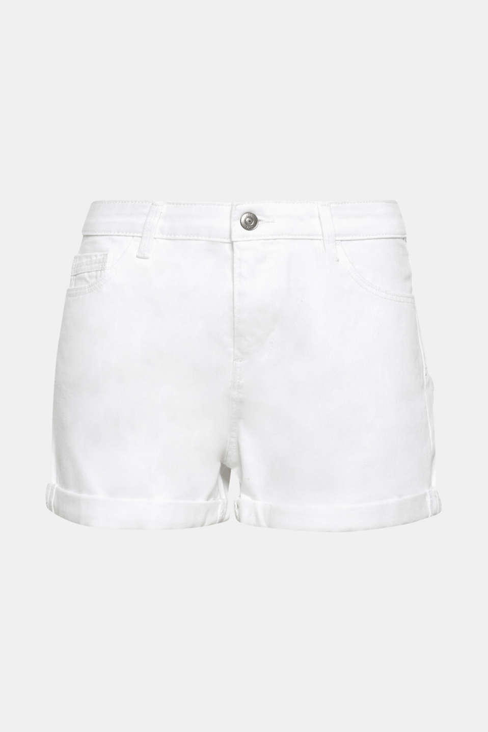 The ultimate basic for your summer wardrobe: pure white denim shorts made of pure cotton.