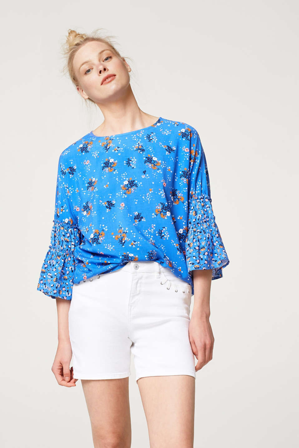 edc - Blouse with frilled sleeves and a floral print