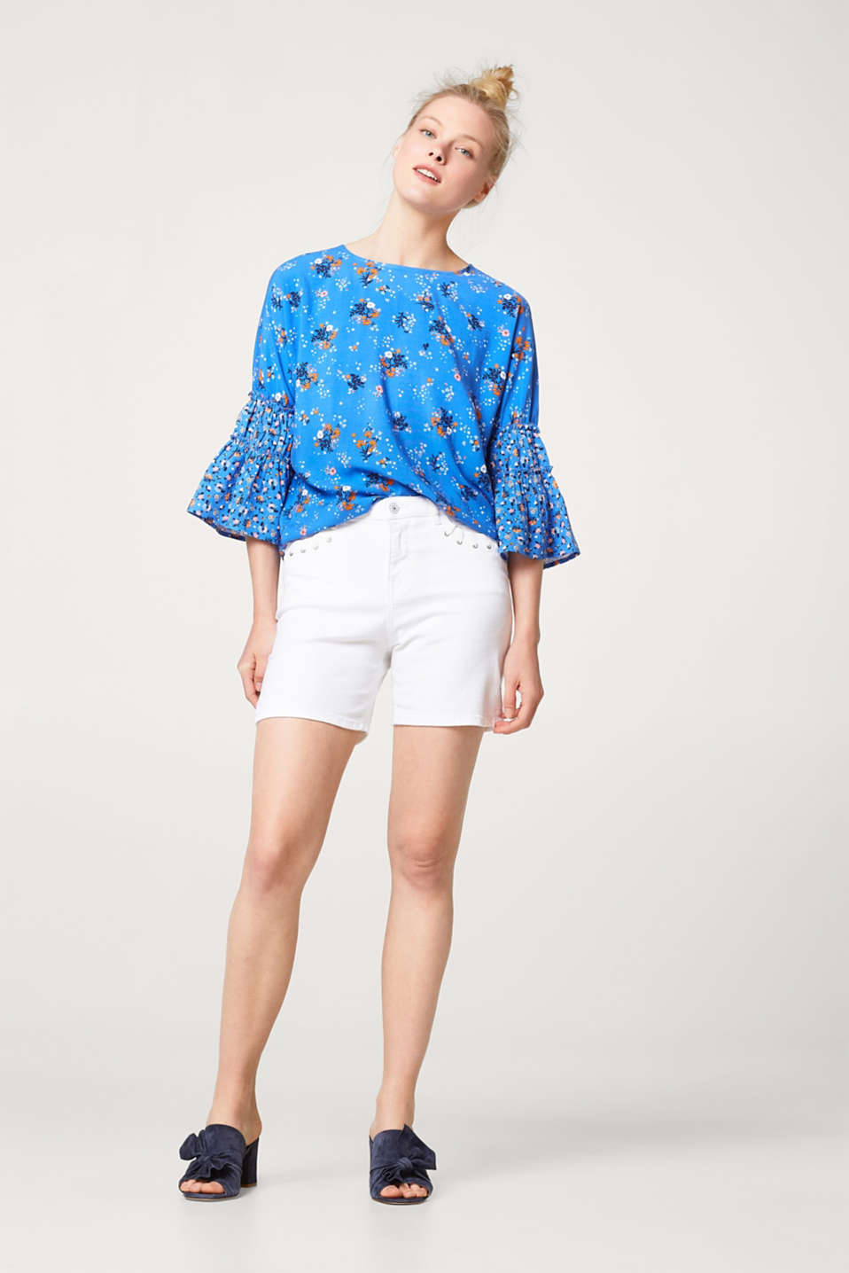 Blouse with frilled sleeves and a floral print