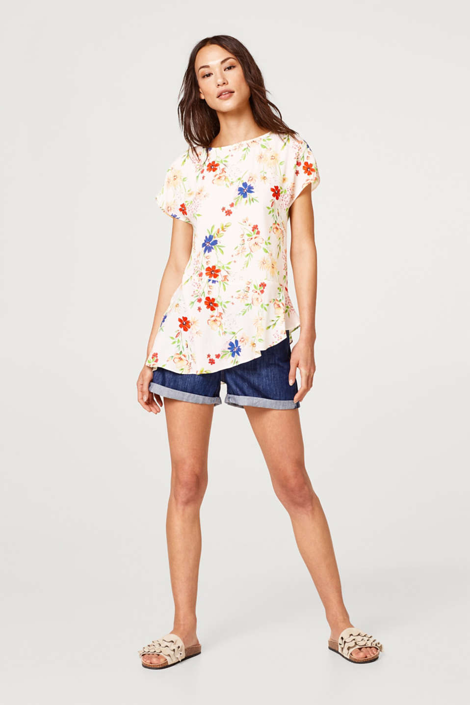 Floral blouse with an asymmetric flounce hem